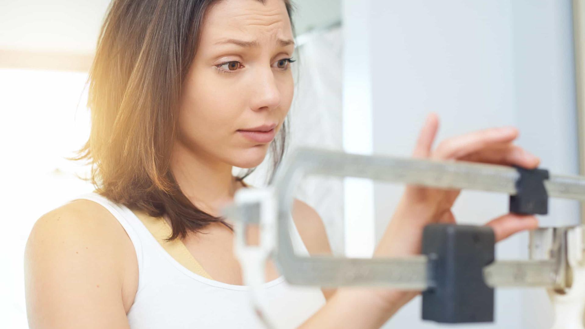 Cinco hábitos 'inocentes' que o fazem engordar (muito)