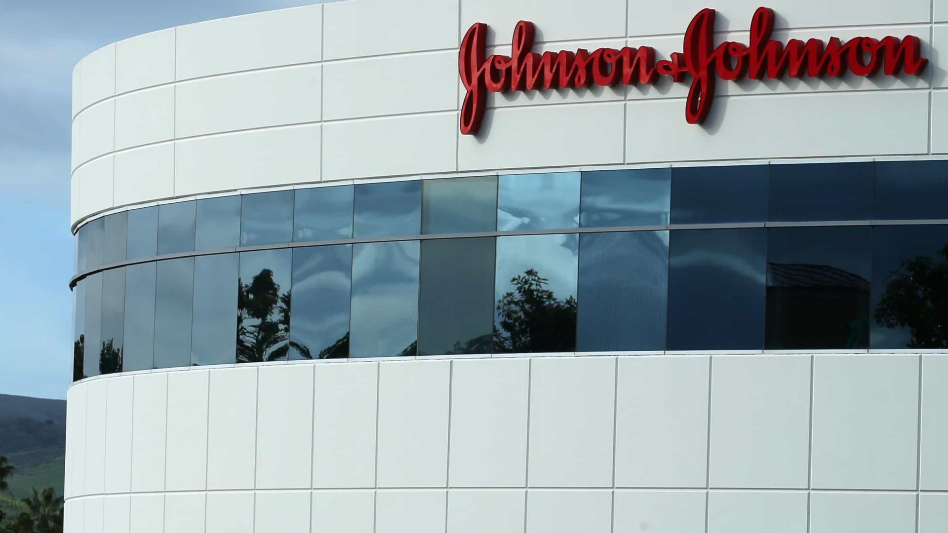 Johnson é multada por remédio causar crescimento de seios em meninos