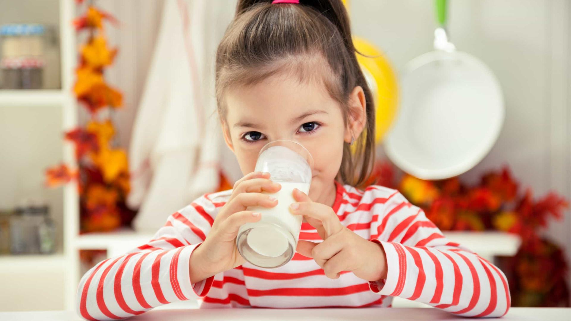 Cinco super benefícios de beber leite e quanto ingerir por dia
