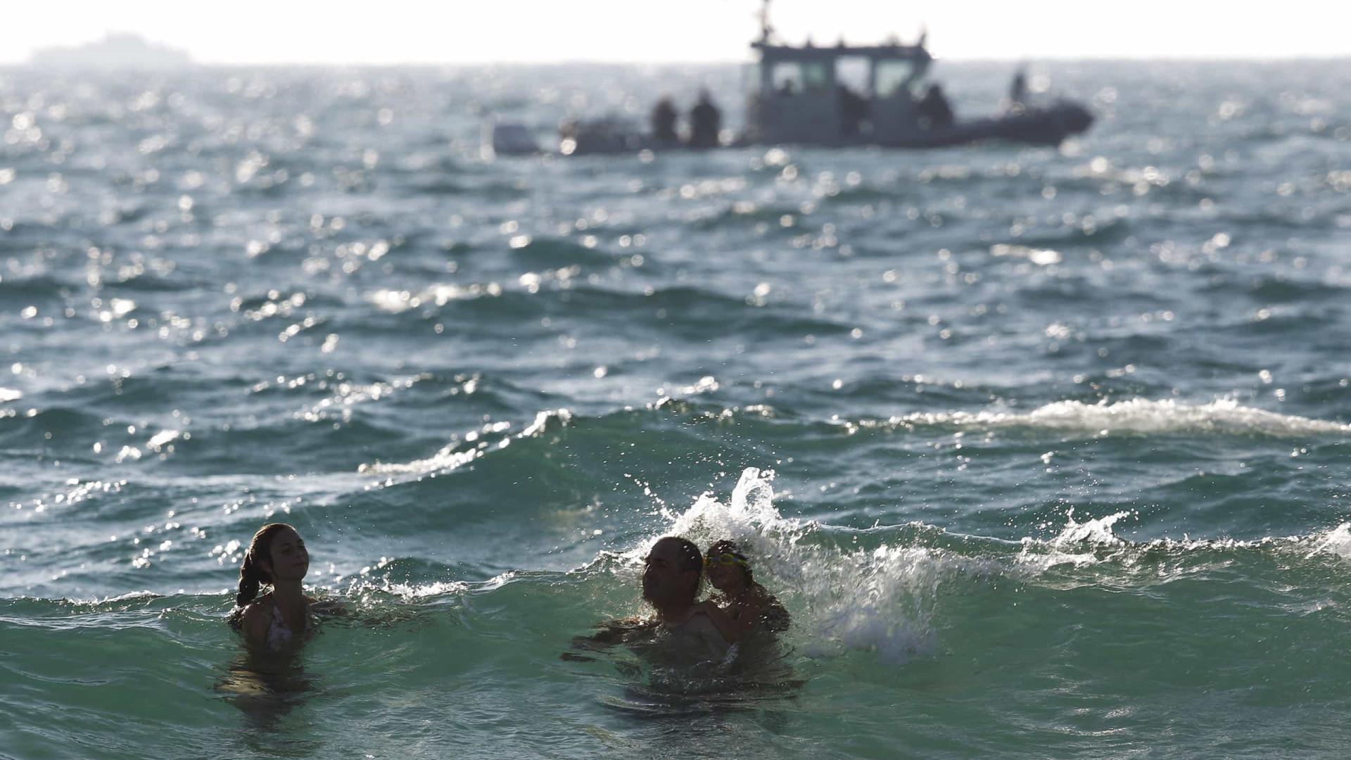 Barco pega fogo na costa da Califórnia e dezenas estão desaparecidos