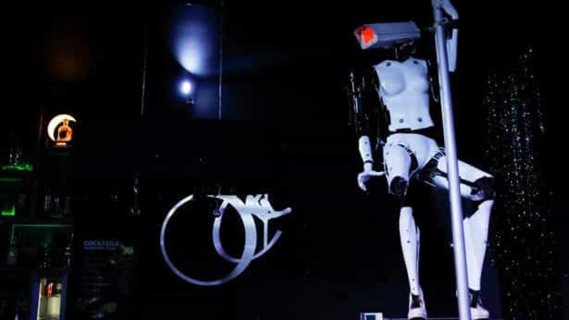Clube noturno admite recrutar strippers robots