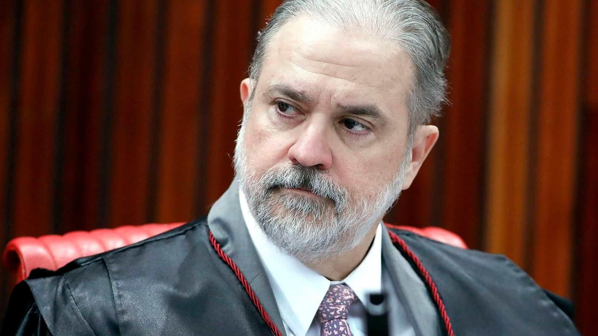 Aras pede ao STF para derrubar liminar que paralisou caso Queiroz