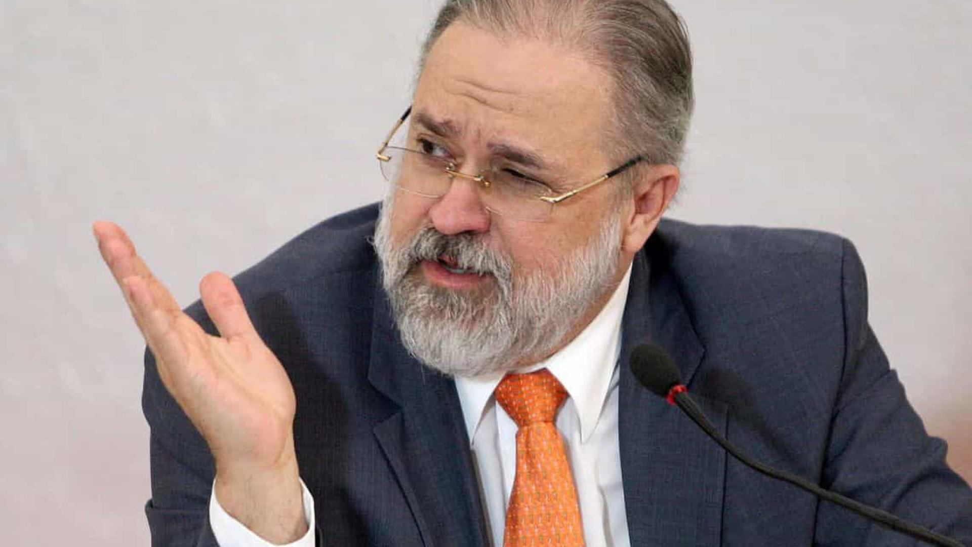 Aras se manifesta a favor de Bolsonaro bloquear usuários no Twitter