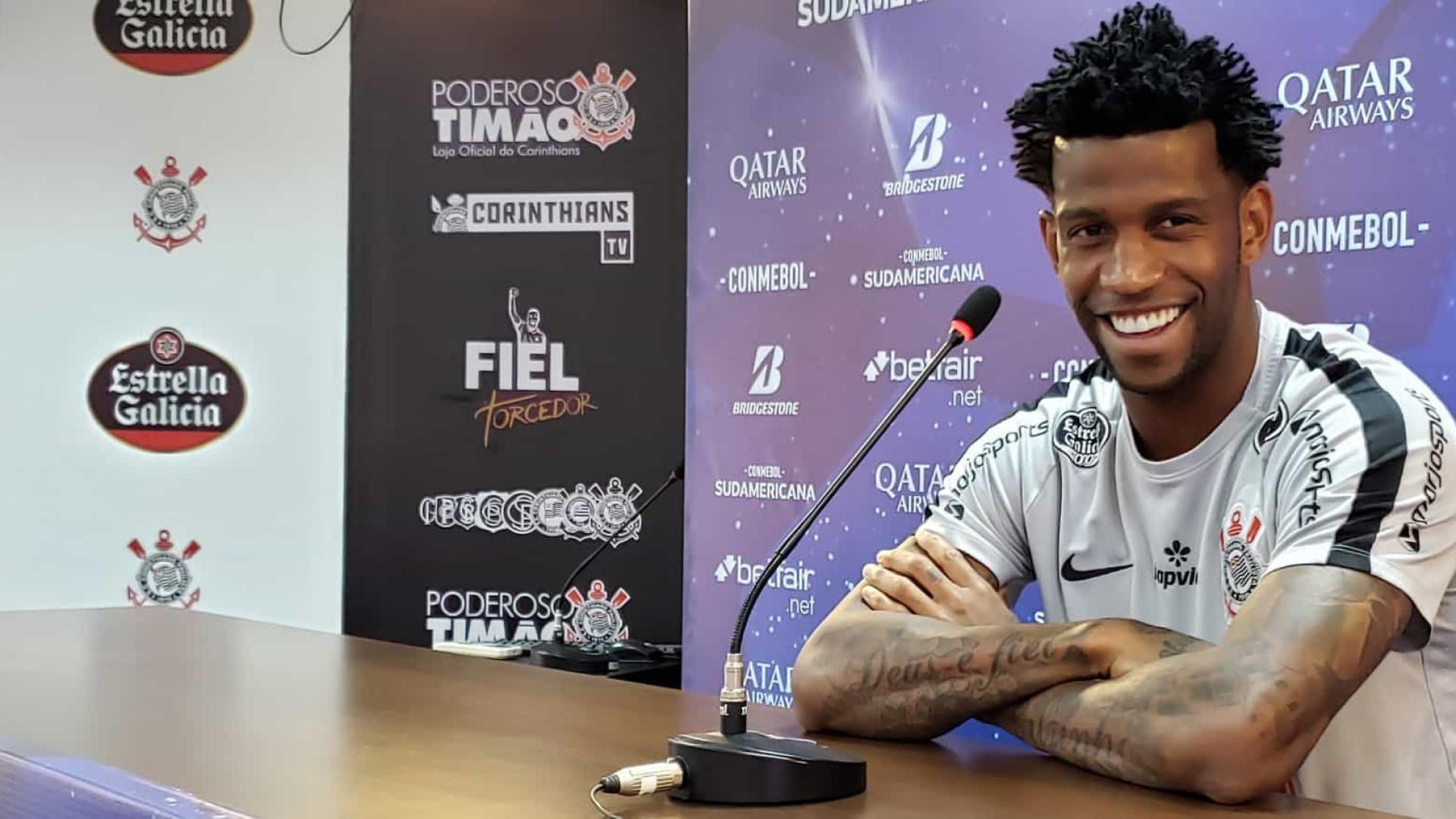 Gil comemora 200 jogos pelo Corinthians e pede tranquilidade ao elenco