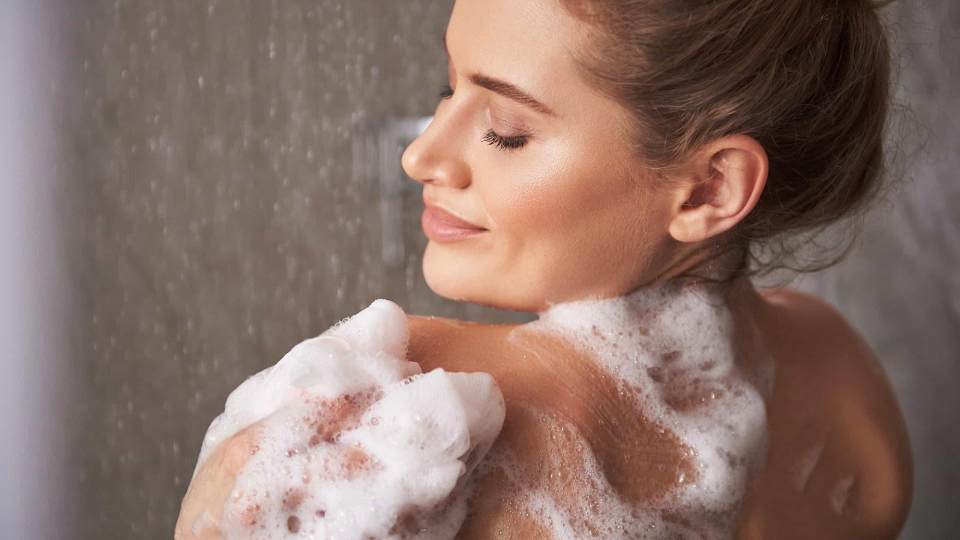 Sabonete ou gel de banho? Nem um, nem outro