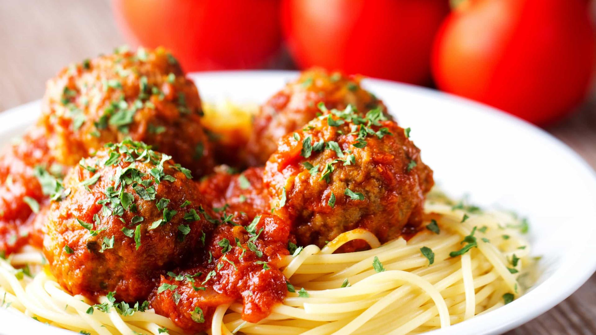 Misturar almôndegas com molho de tomate? Péssima ideia, diz estudo