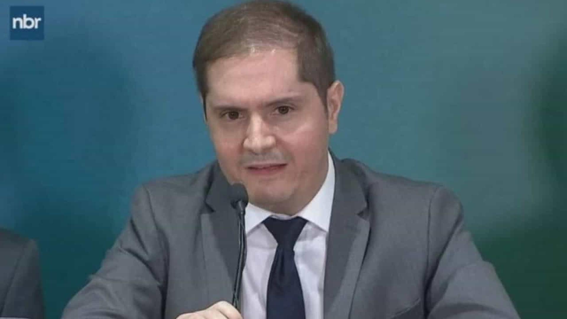 Secretário diz que mais pobres perderam com alteração no abono