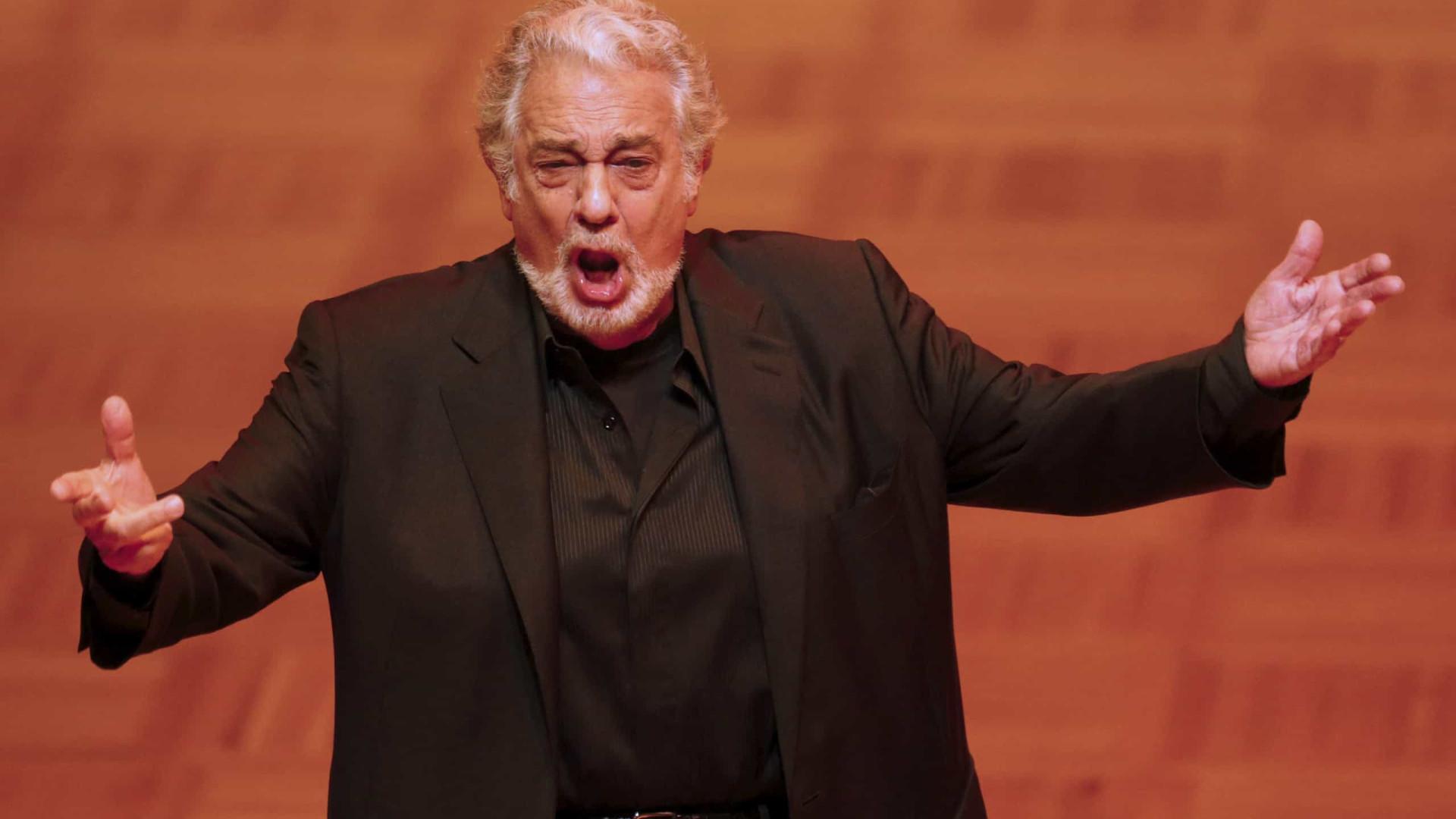 Plácido Domingo demite-se da direção da Ópera de Los Angeles