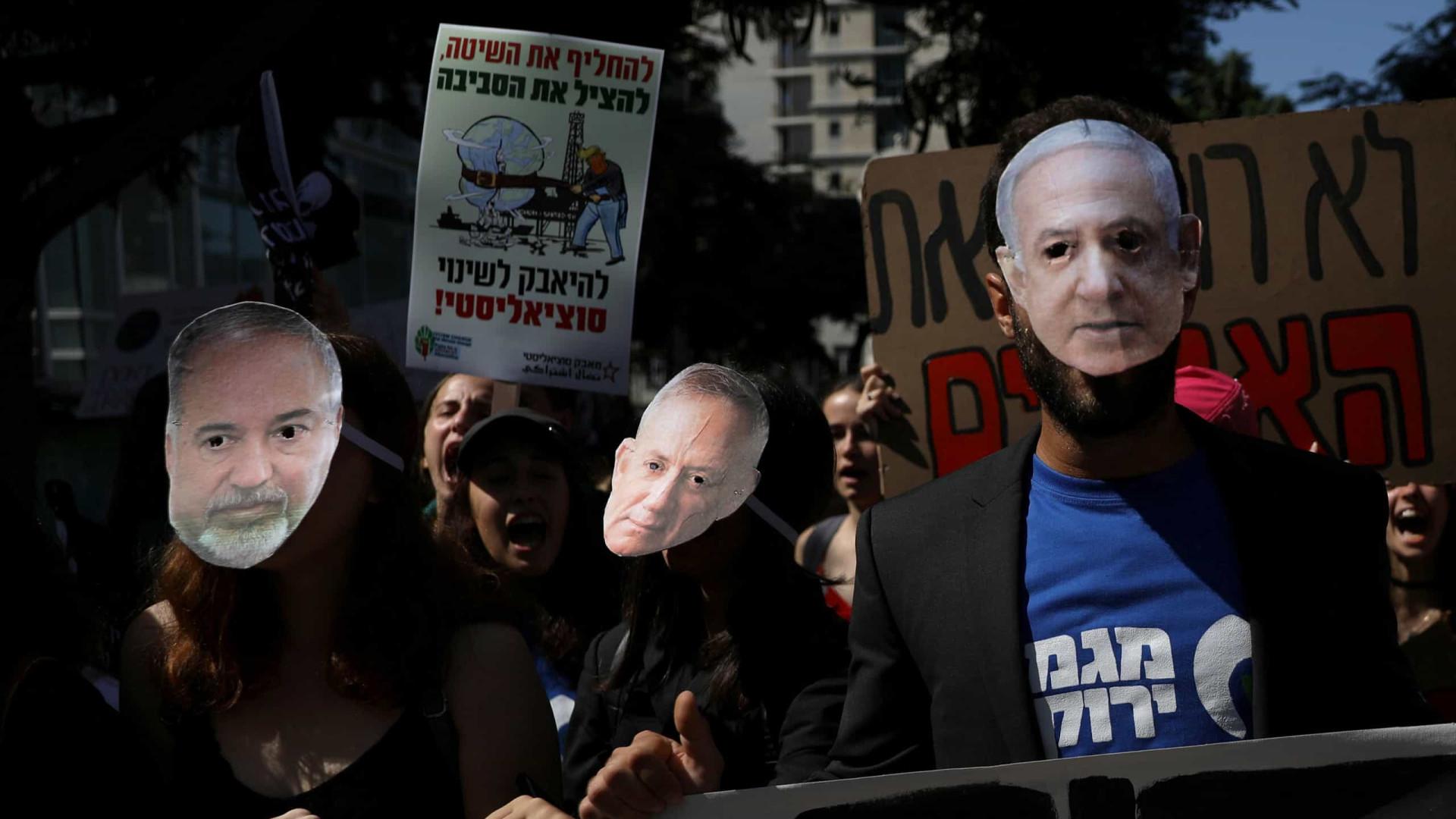 Advogados tentam exonerar Netanyahu de acusações de corrupção