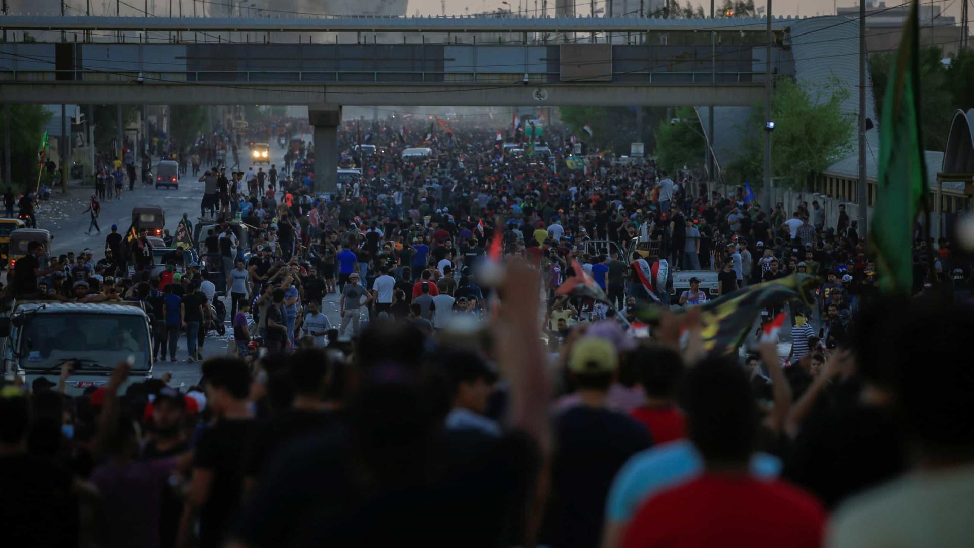 Pelo menos 120 feridos em manifestações no principal porto do Iraque
