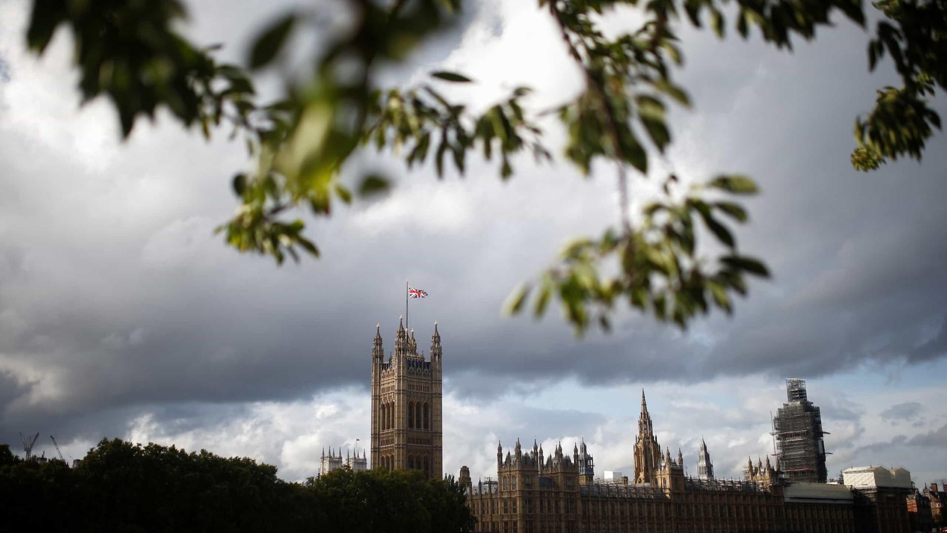 Parlamento do Reino Unido analisa petição que pede sanções ao Brasil