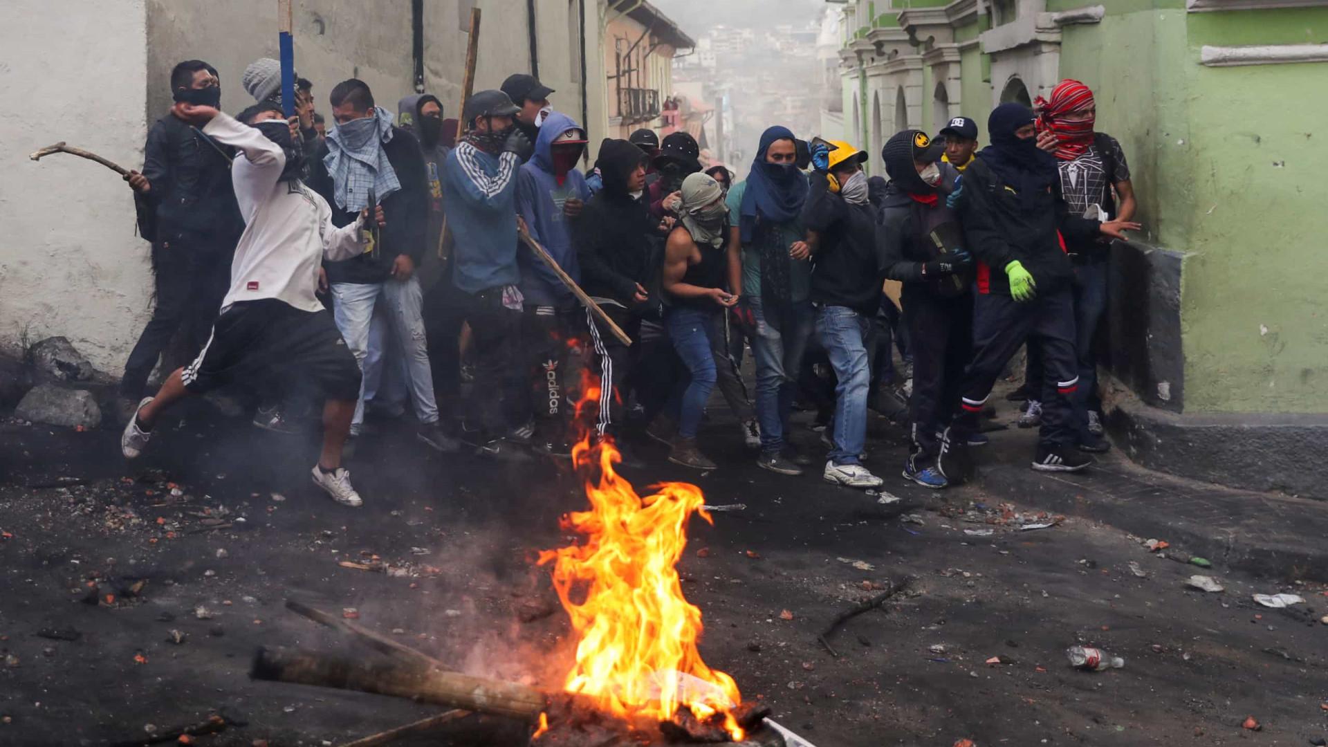 Milhares de indígenas chegam ao centro militarizado de Quito