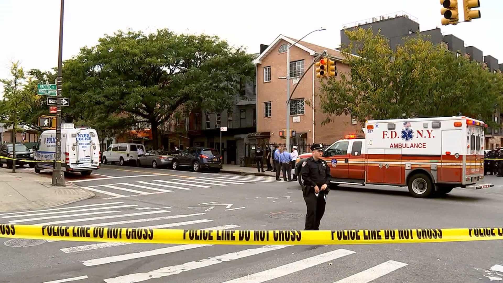 Tiroteio em Brooklyn em bar ilegal tem suspeita de rixa de gangues