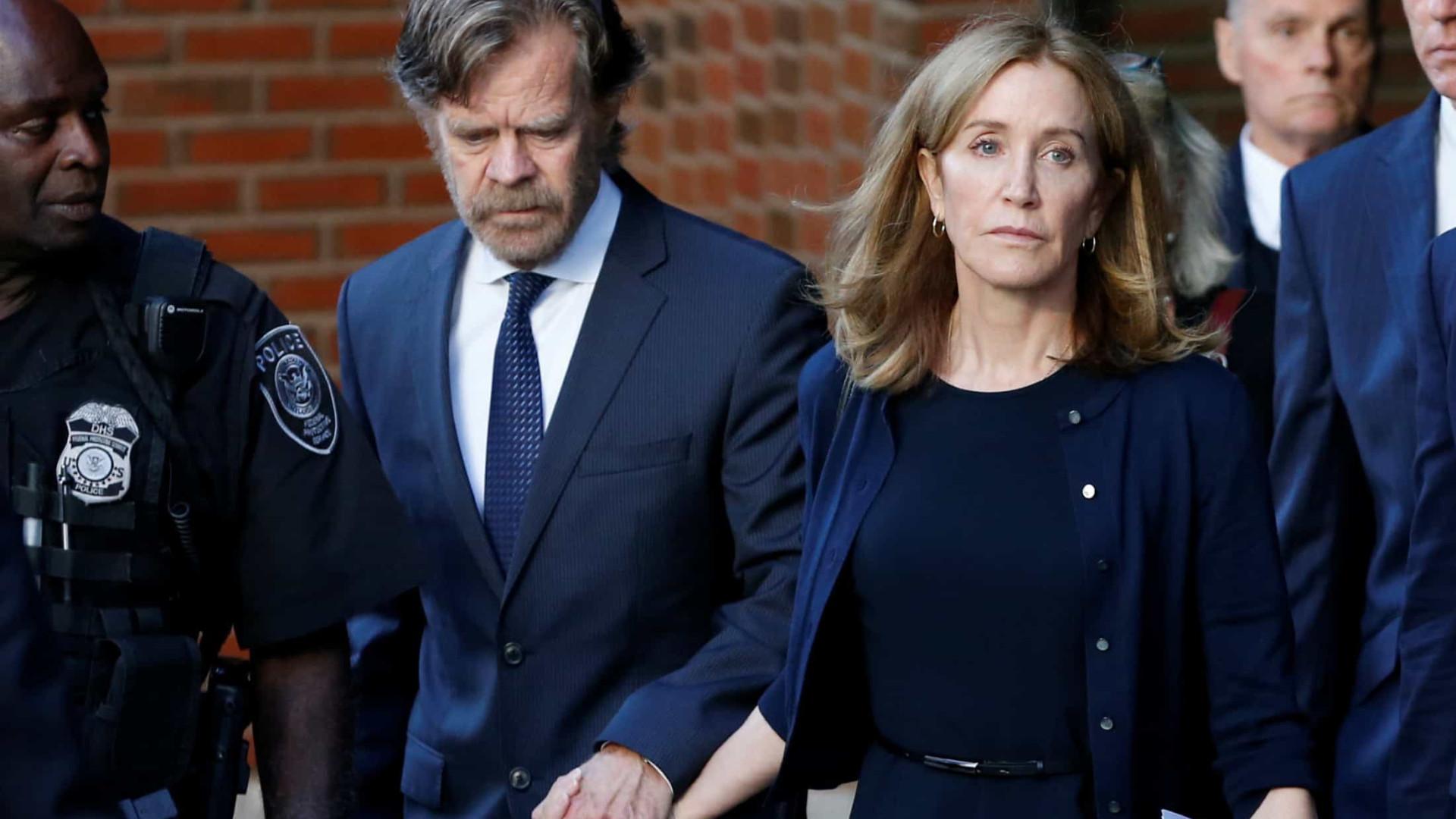 Atriz Felicity Huffman é presa após caso de fraude em vestibular