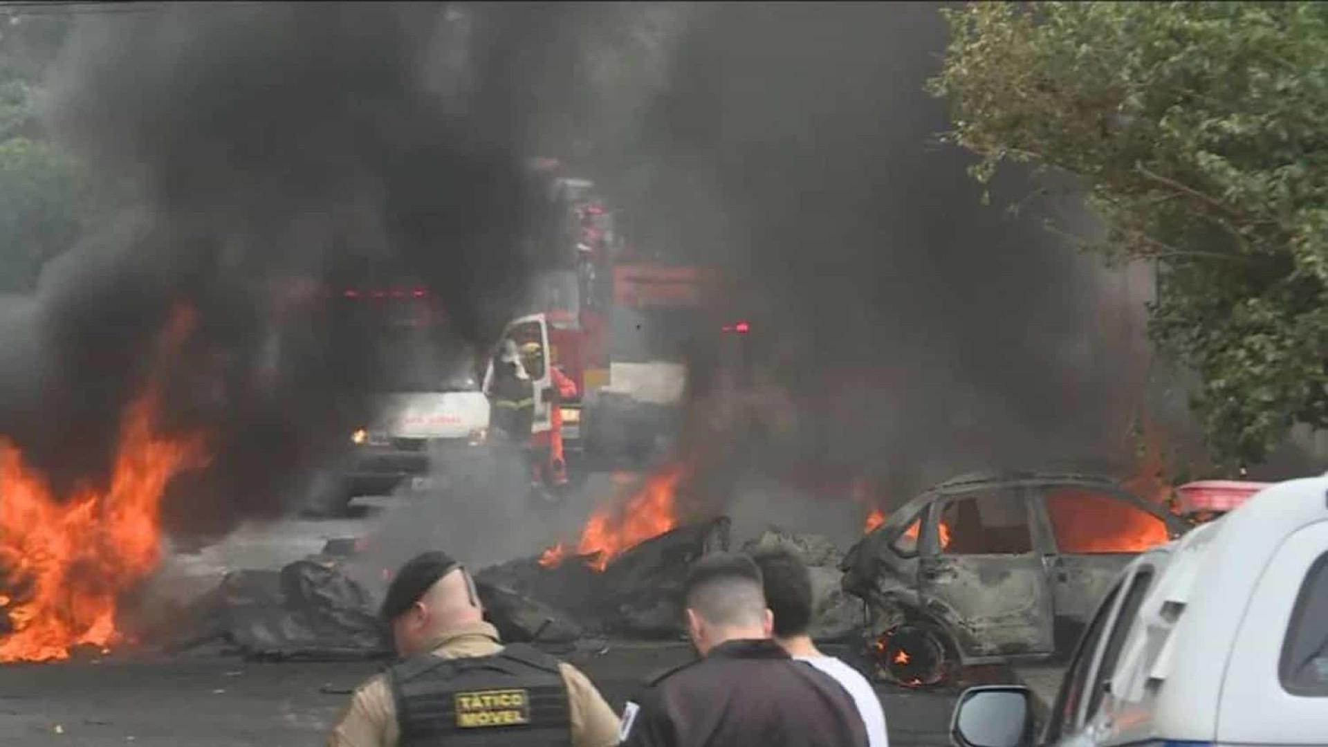 Avião de pequeno porte cai e deixa três mortos em Belo Horizonte