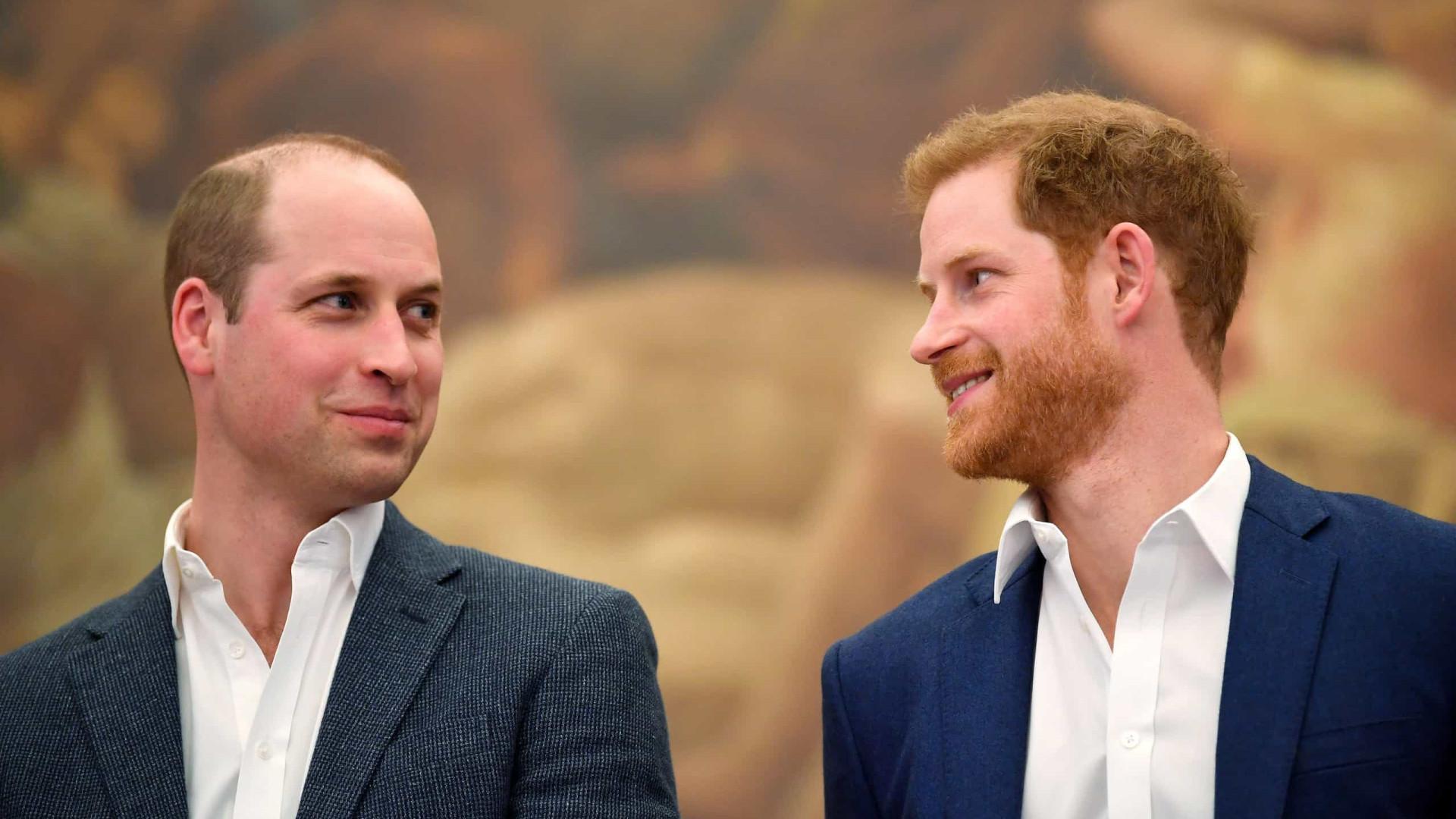 Briga entre irmãos? Harry e William reagem a rumores com comunicado