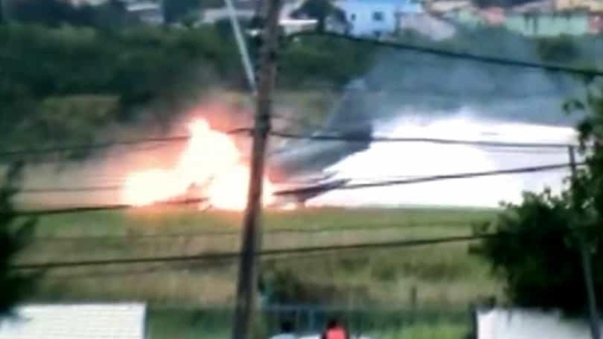 Caça da Marinha pega fogo ao decolar de base naval no Rio