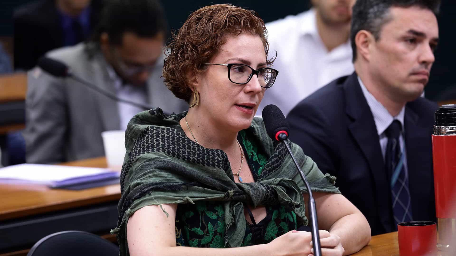 Conselho de Ética arquiva representação contra Carla Zambelli