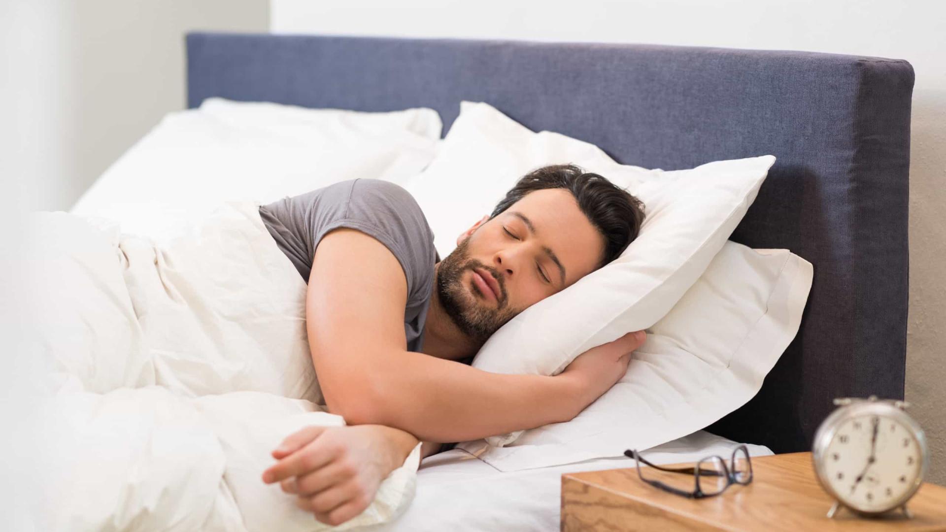 Estes alimentos vão ajudá-lo a dormir melhor