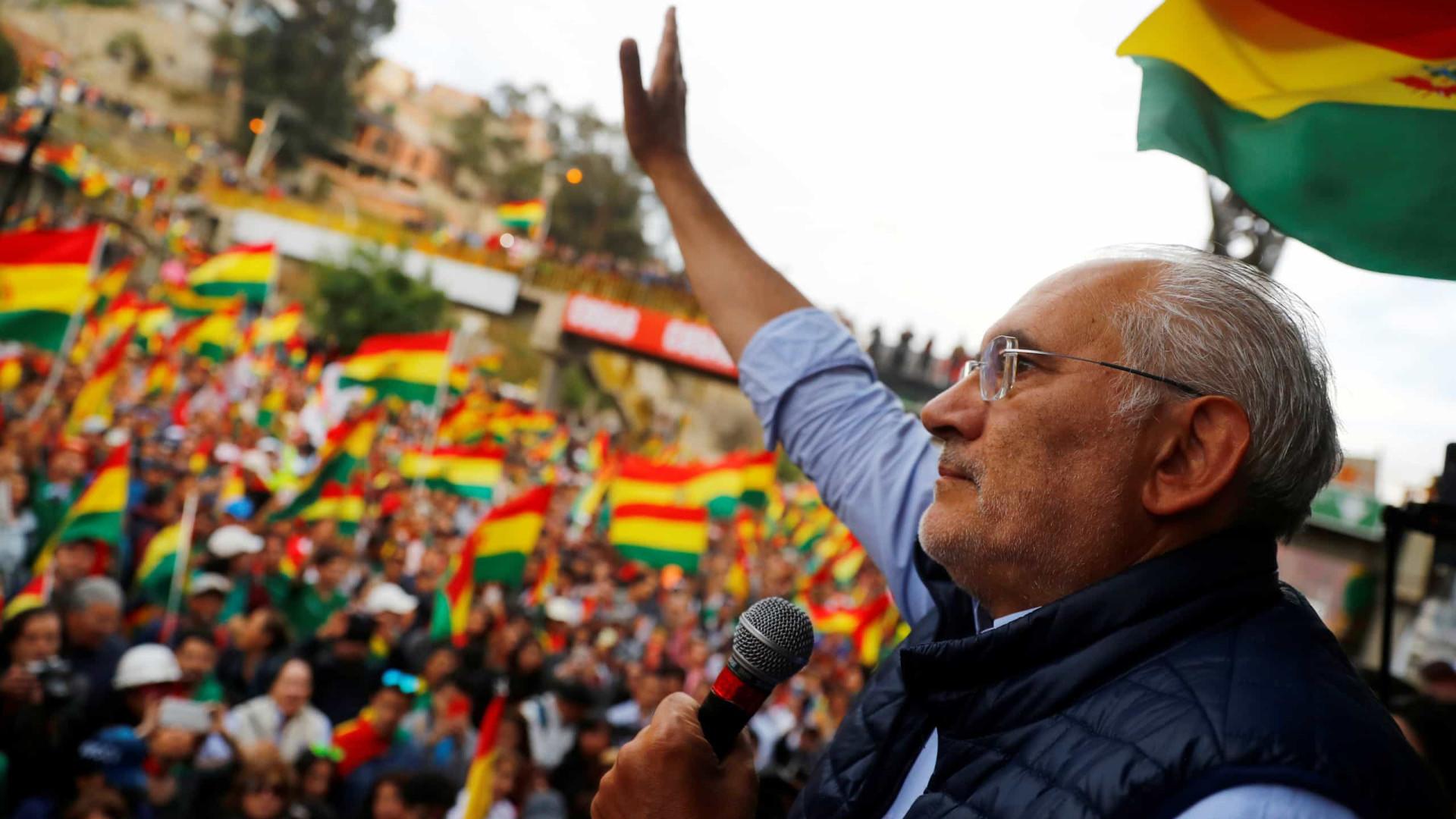 Opositor boliviano Carlos Mesa rejeita oferta de diálogo de Evo Morales