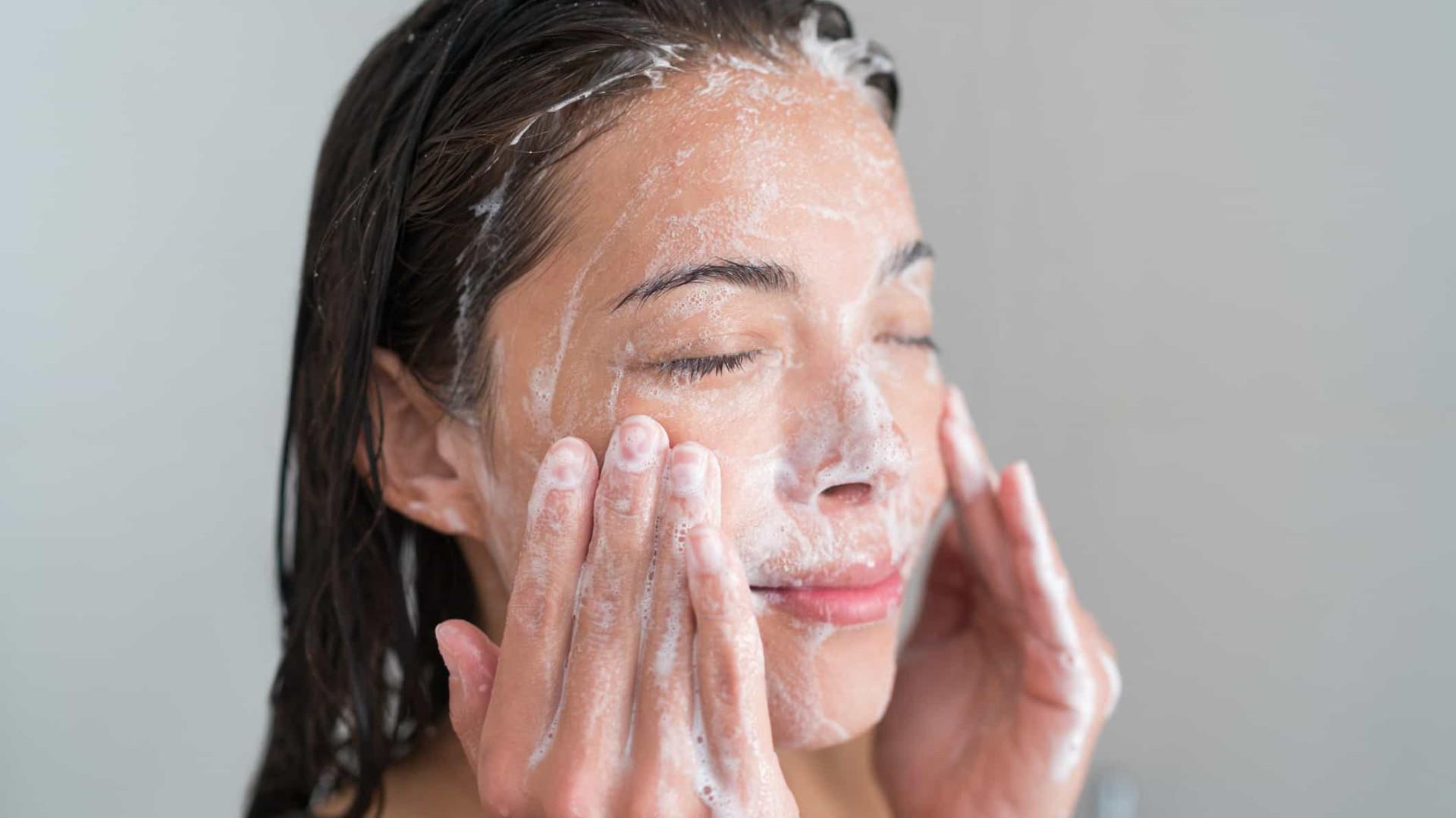 Passo a passo: A forma correta de fazer esfoliação no rosto