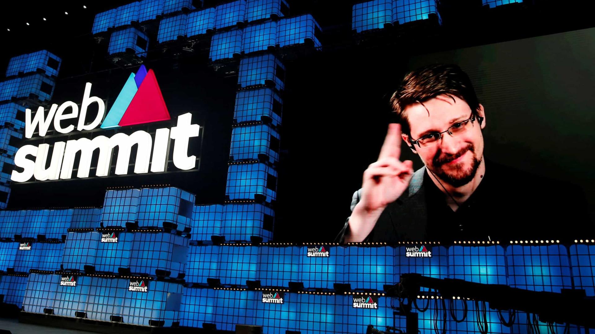"""Edward Snowden criticou práticas """"abusivas"""" de gigantes tecnológicas"""