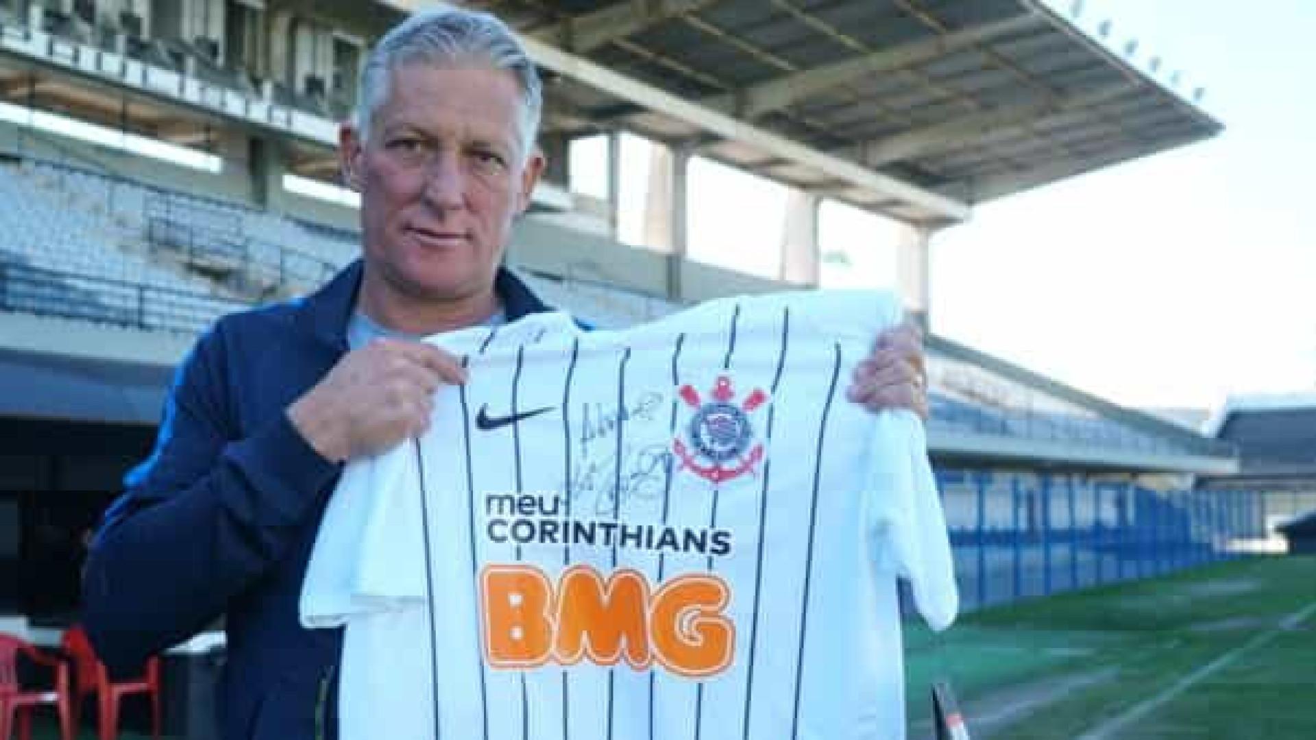 Corinthians sofreu pressão para técnico de 2005 assumir o time