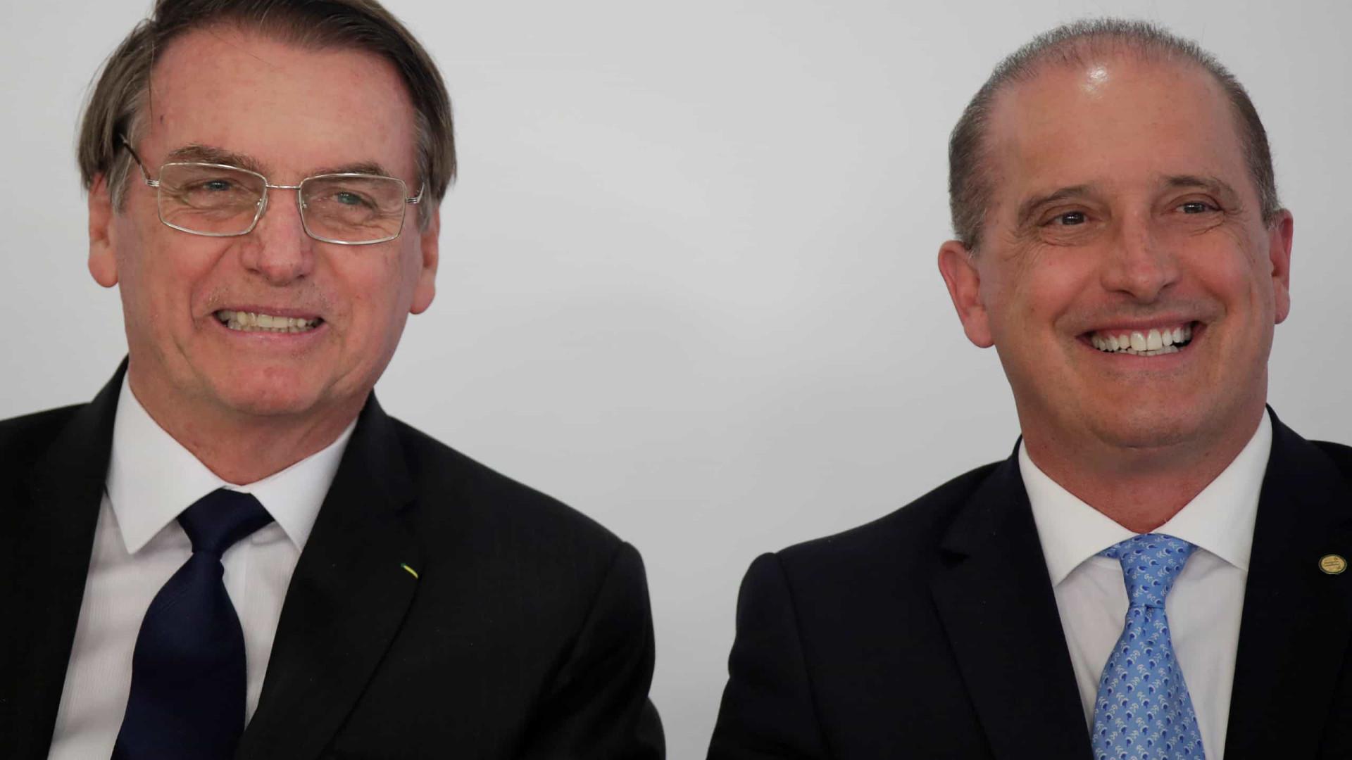 Bolsonaro encerra entrevista ao ser questionado sobre encontro com Onyx