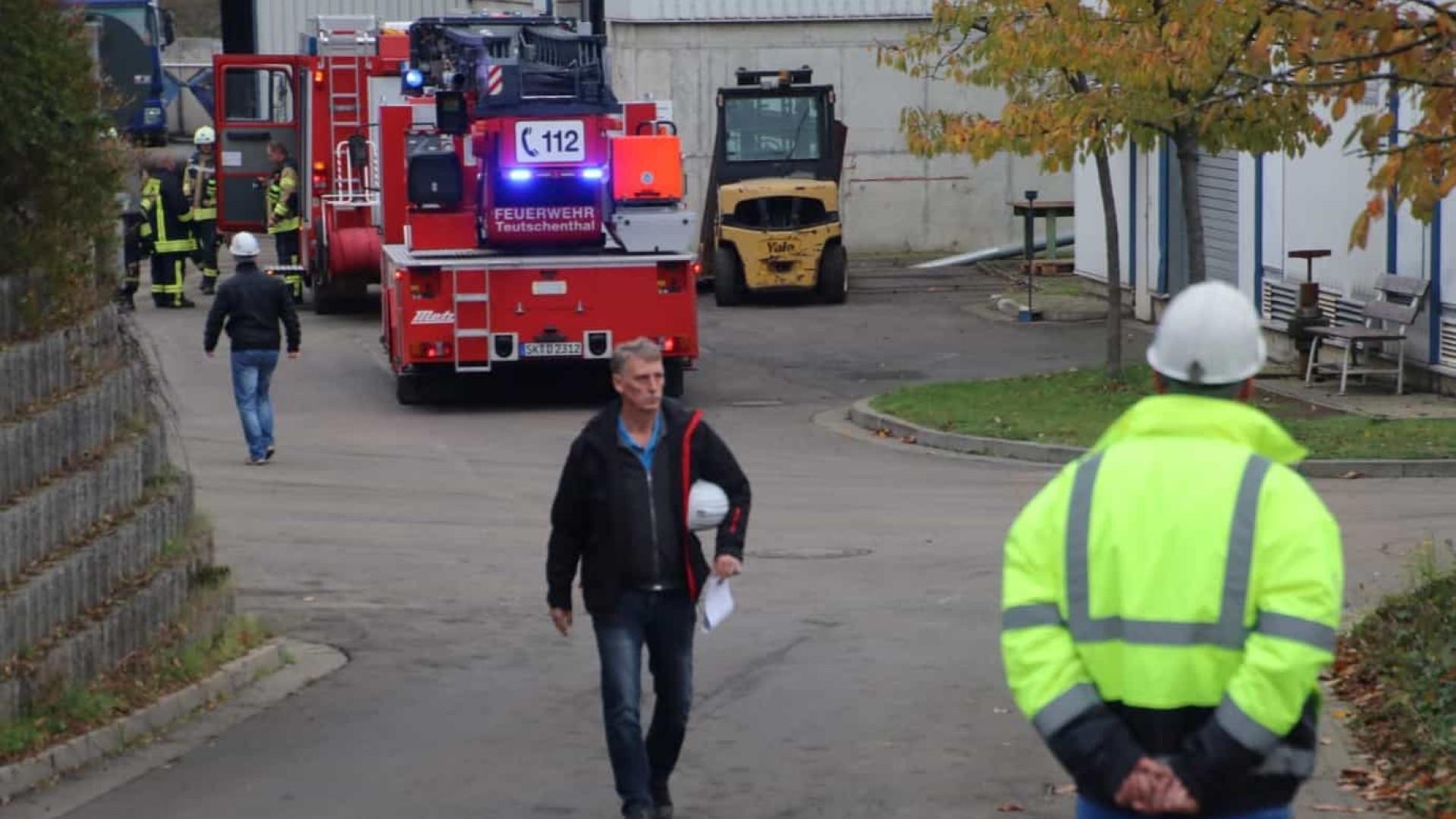 Explosão em mina alemã deixa 30 pessoas encurraladas