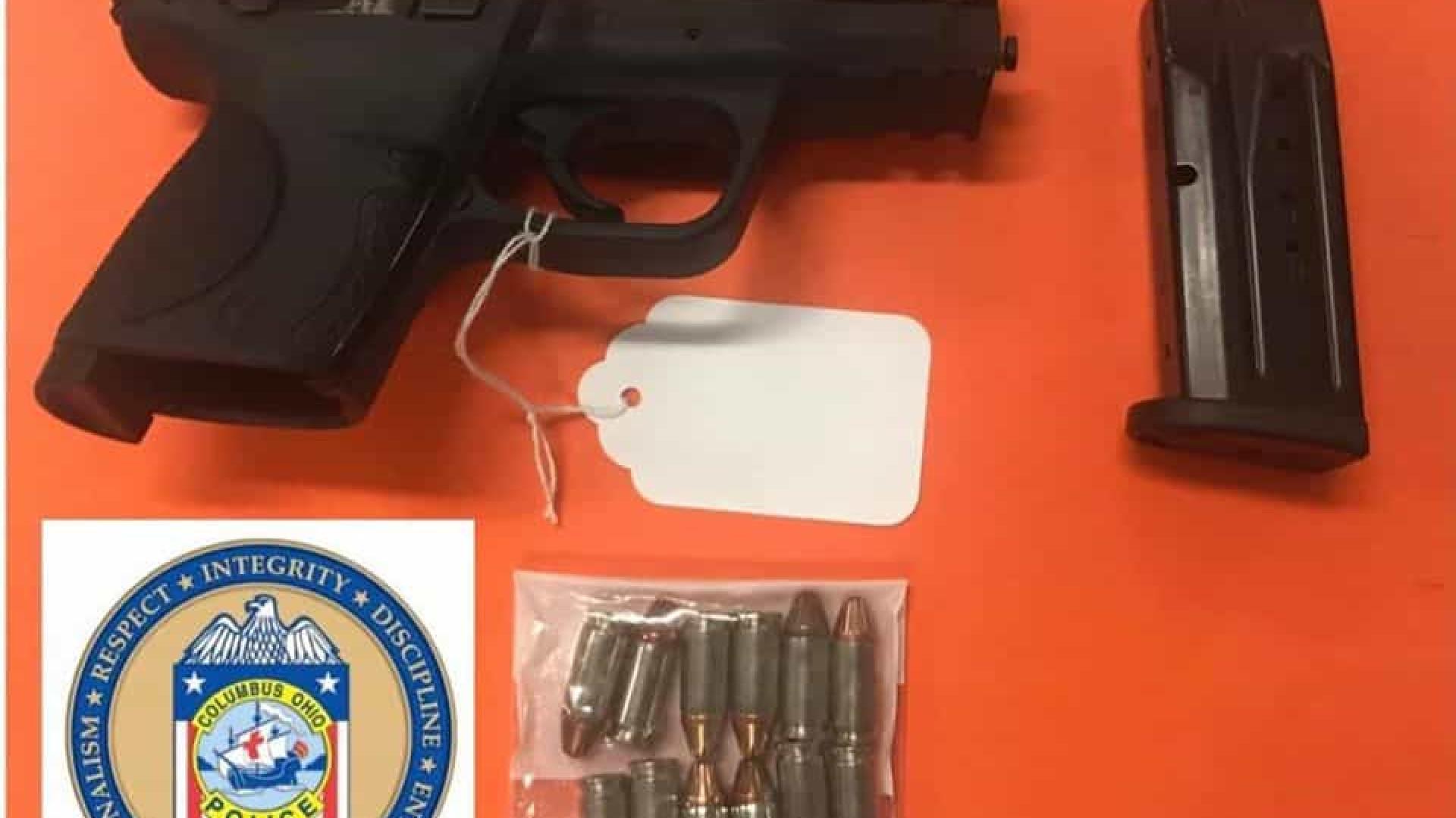 EUA. Menino de 6 anos aparece na escola com arma semiautomática