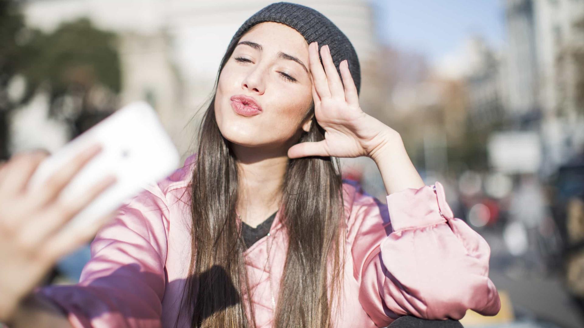 Evite selfies básicas: quatro dicas para tirar a foto perfeita