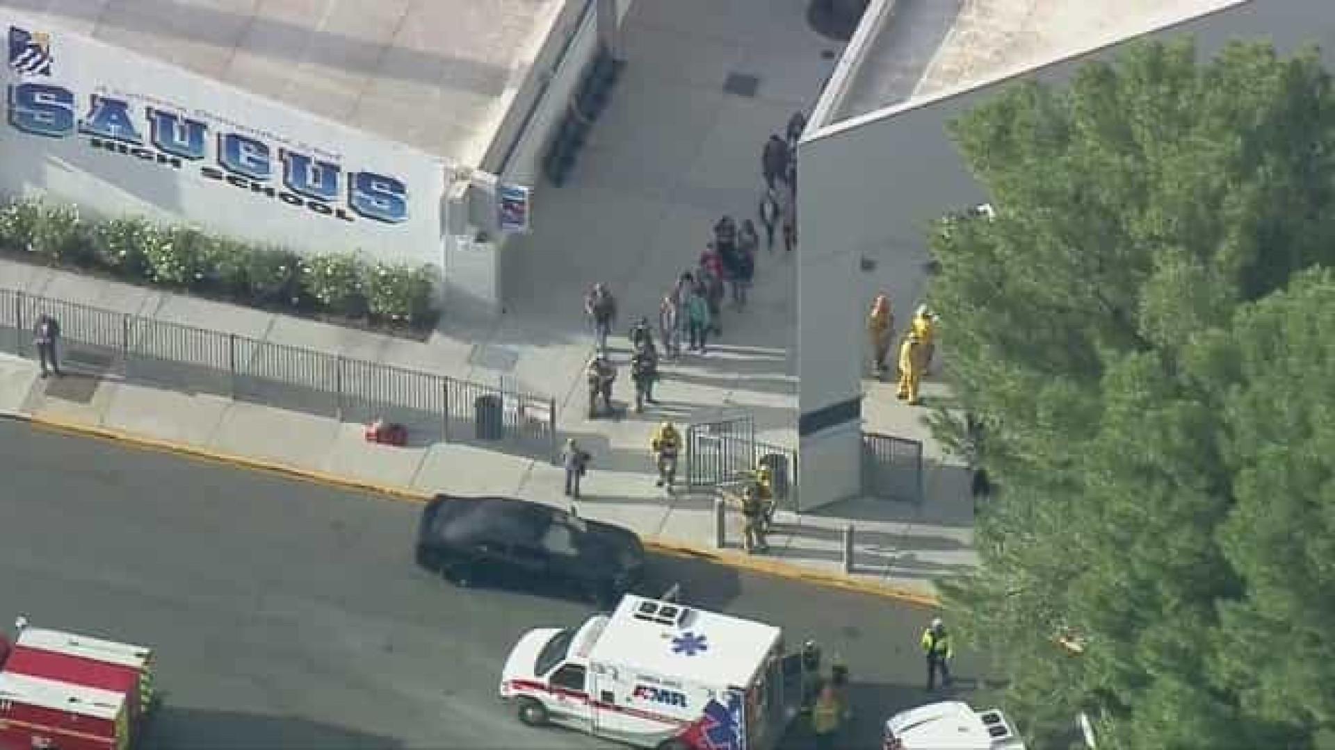Ataque a tiros deixa vários feridos em escola de Los Angeles