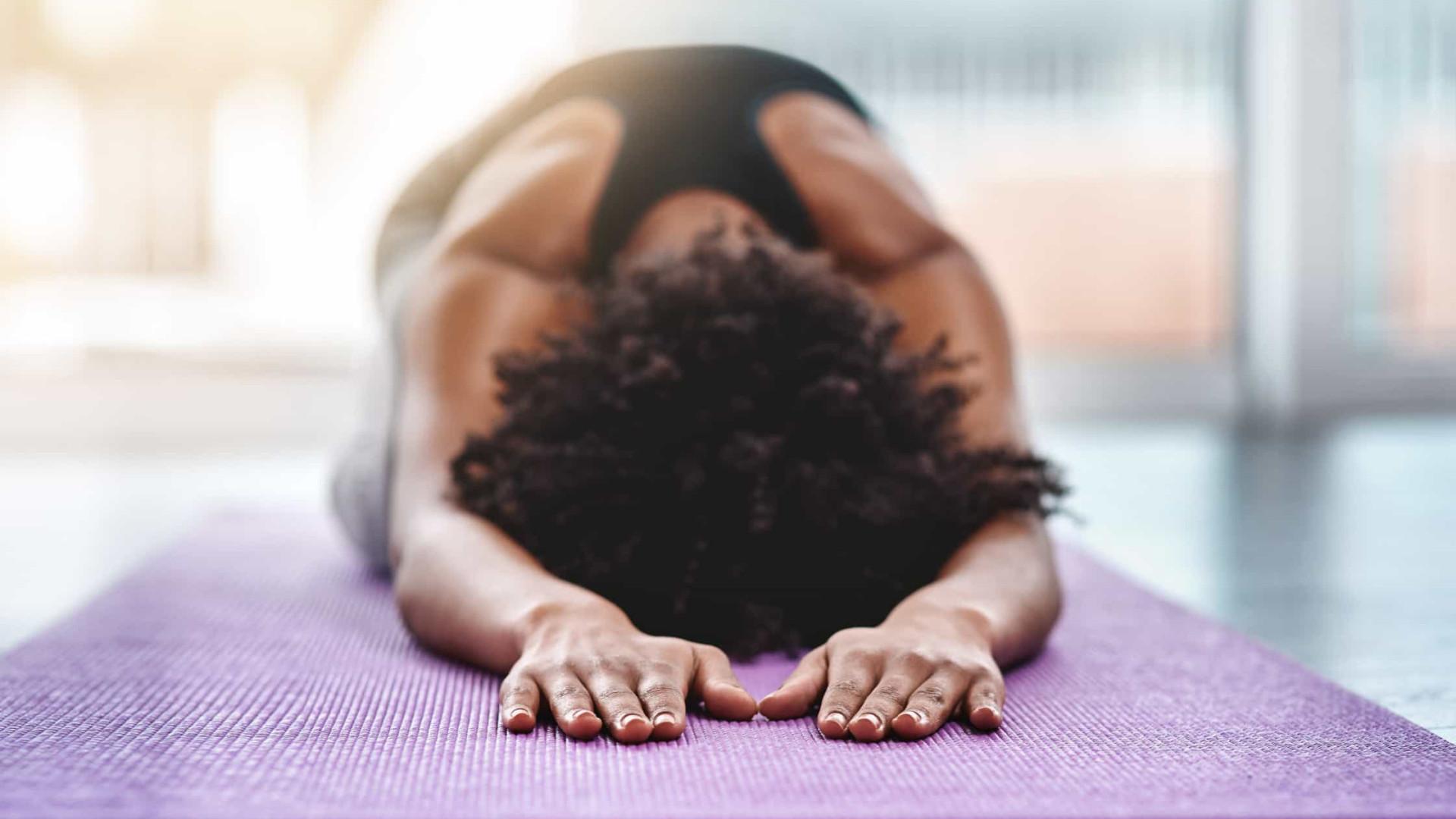 Três exercícios fáceis para melhorar a postura em casa