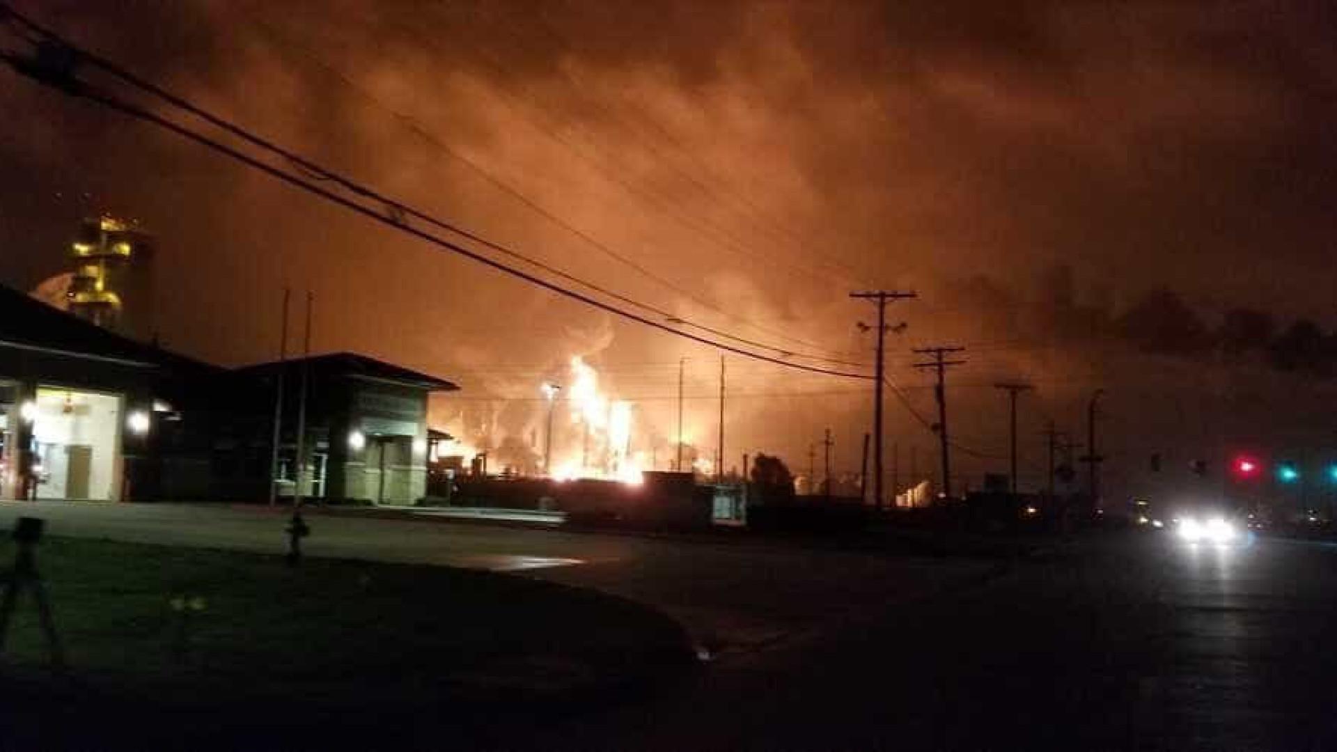 Explosão em fábrica de produtos químicos obriga a evacuação nos EUA