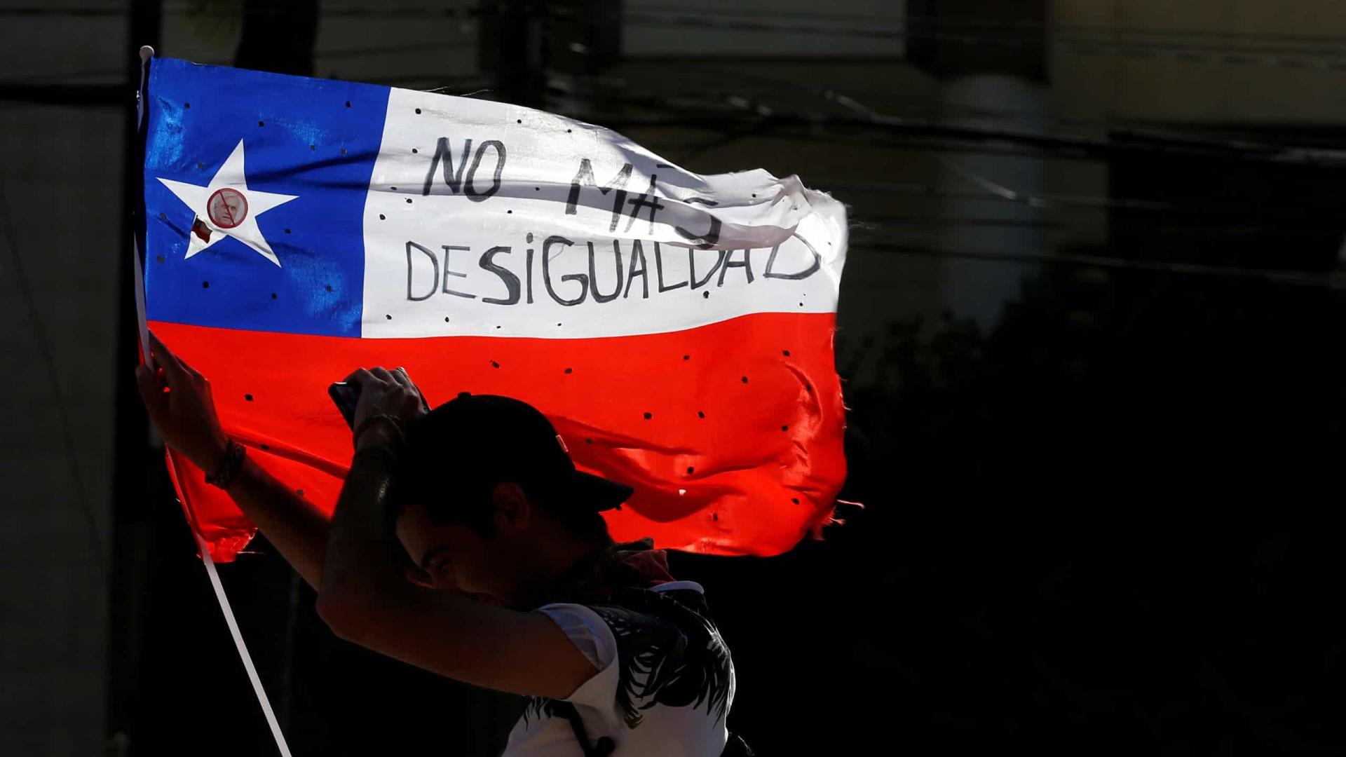 Chile reduz salários de parlamentares à metade por 60 dias