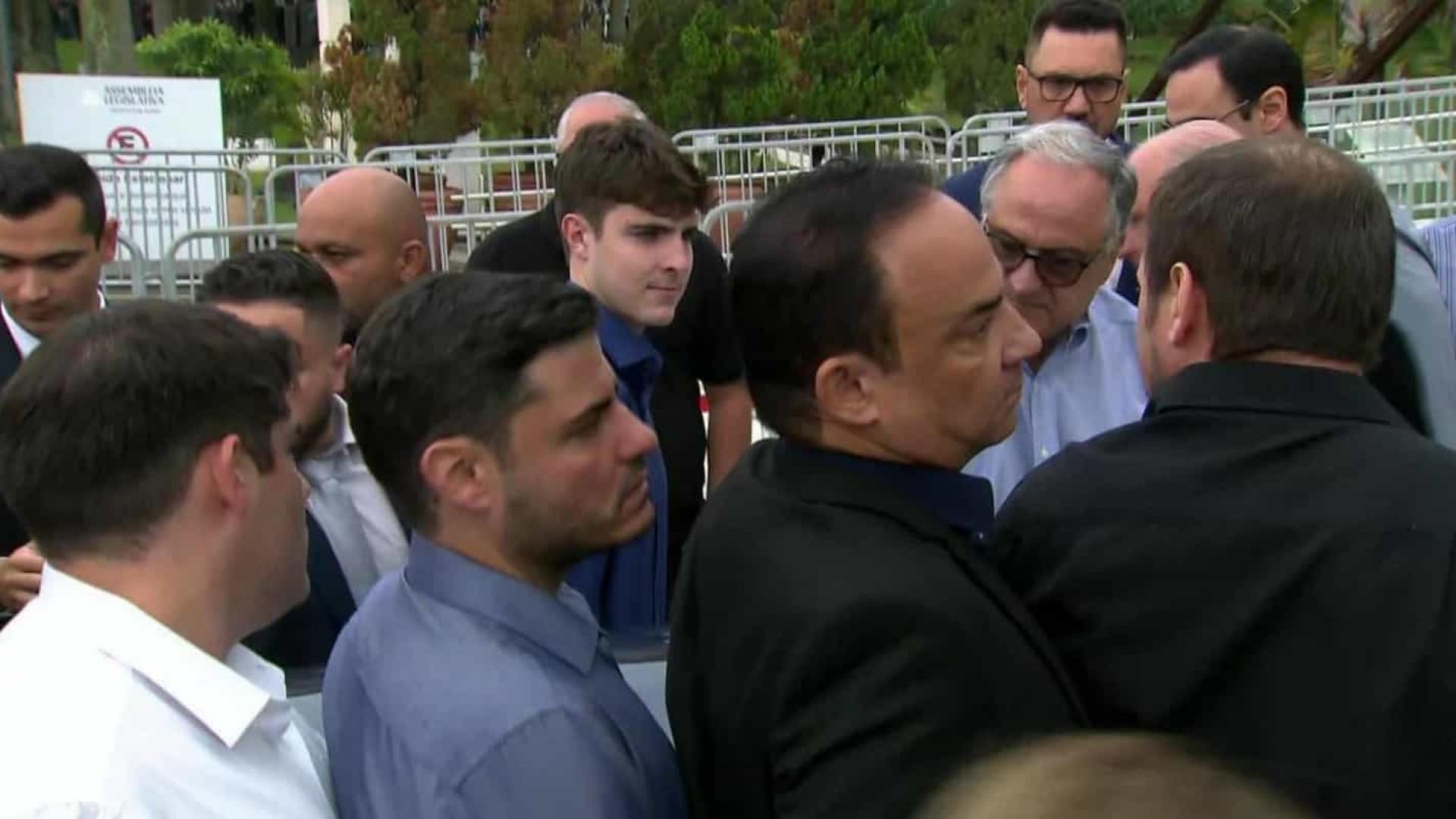 Corpo do apresentador Gugu Liberato chega à Assembleia de São Paulo