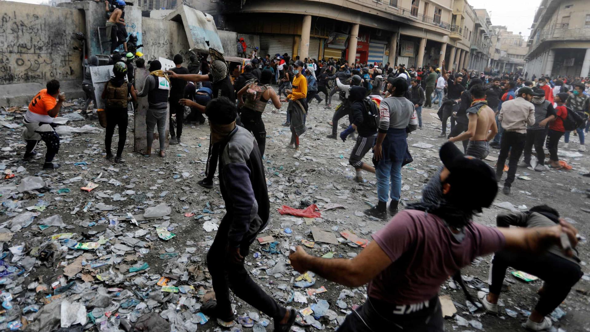 Número de manifestantes mortos no Iraque sobe para 40