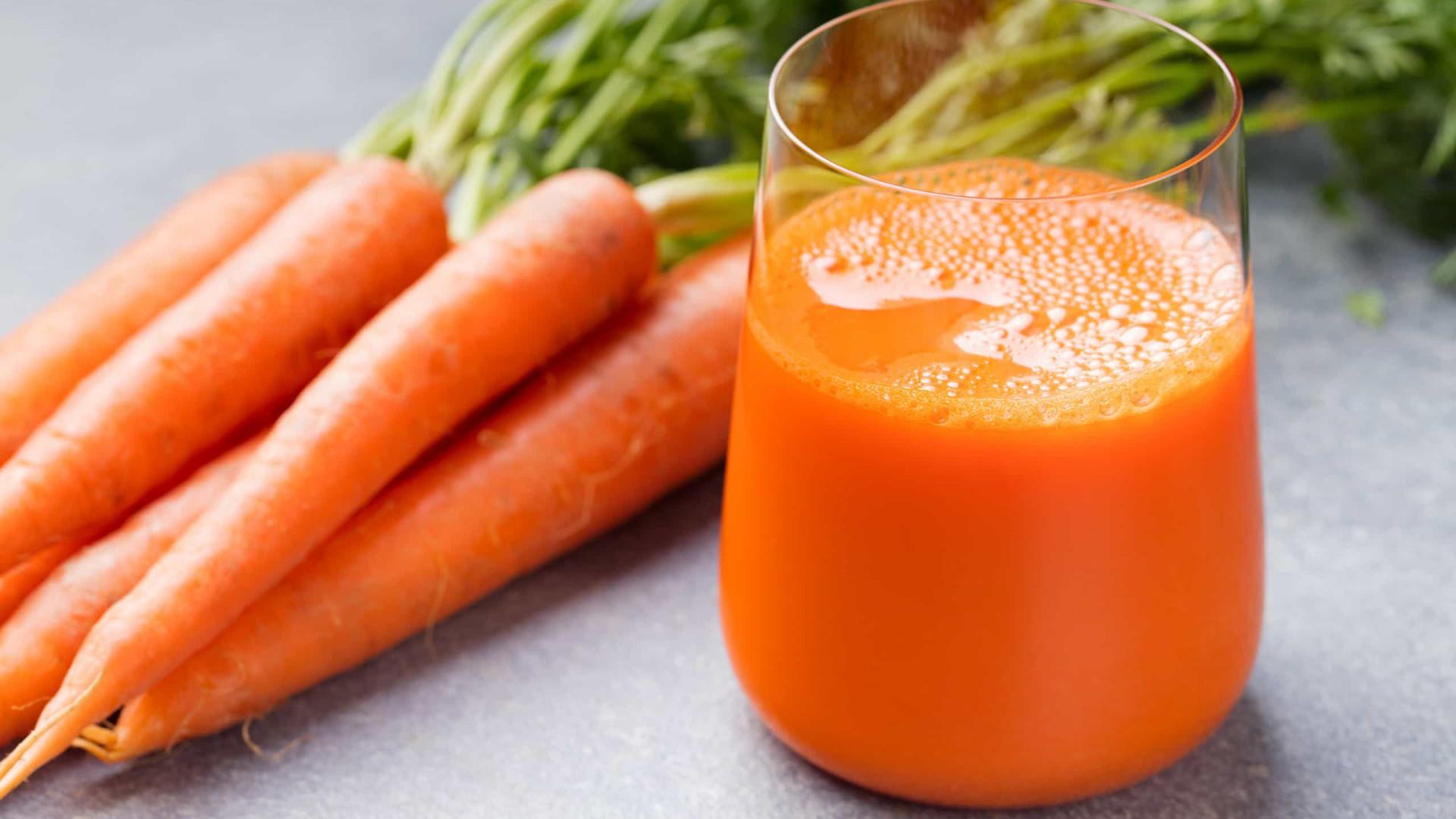 Para diminuir o apetite aposte neste suco de cenoura e gengibre