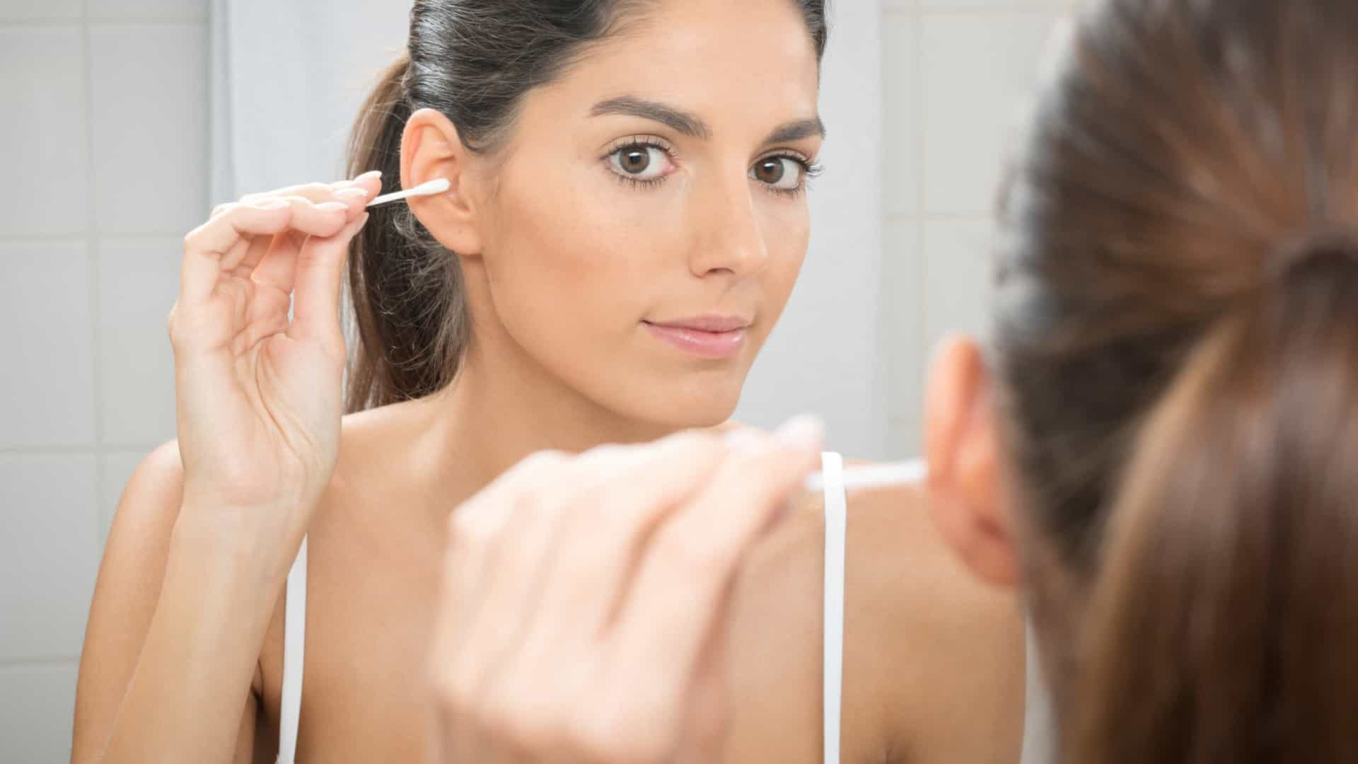 Limpar os ouvidos: cuidado com os cotonetes