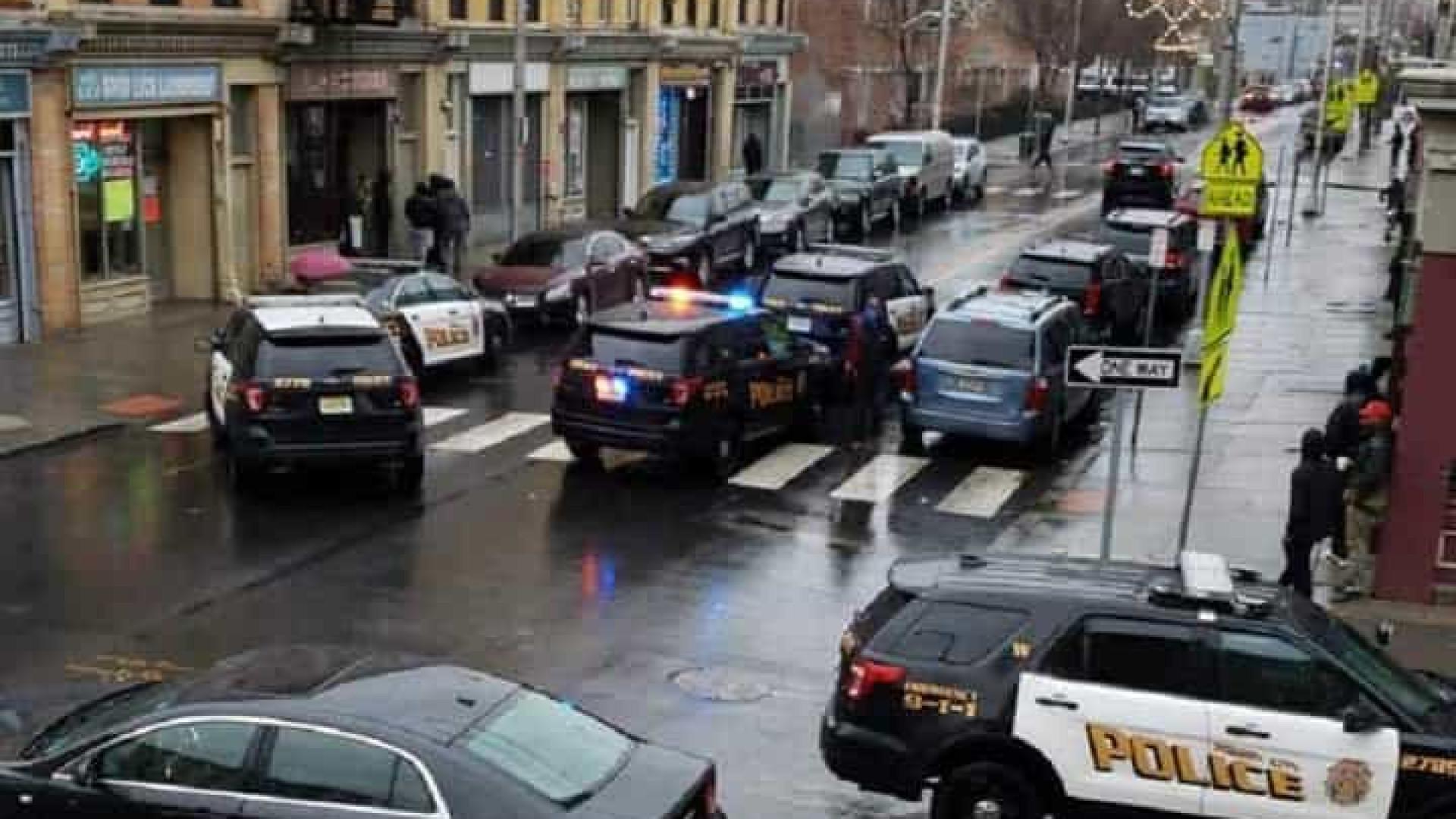 Autoridades respondem a tiroteio em New Jersey. Há agentes feridos
