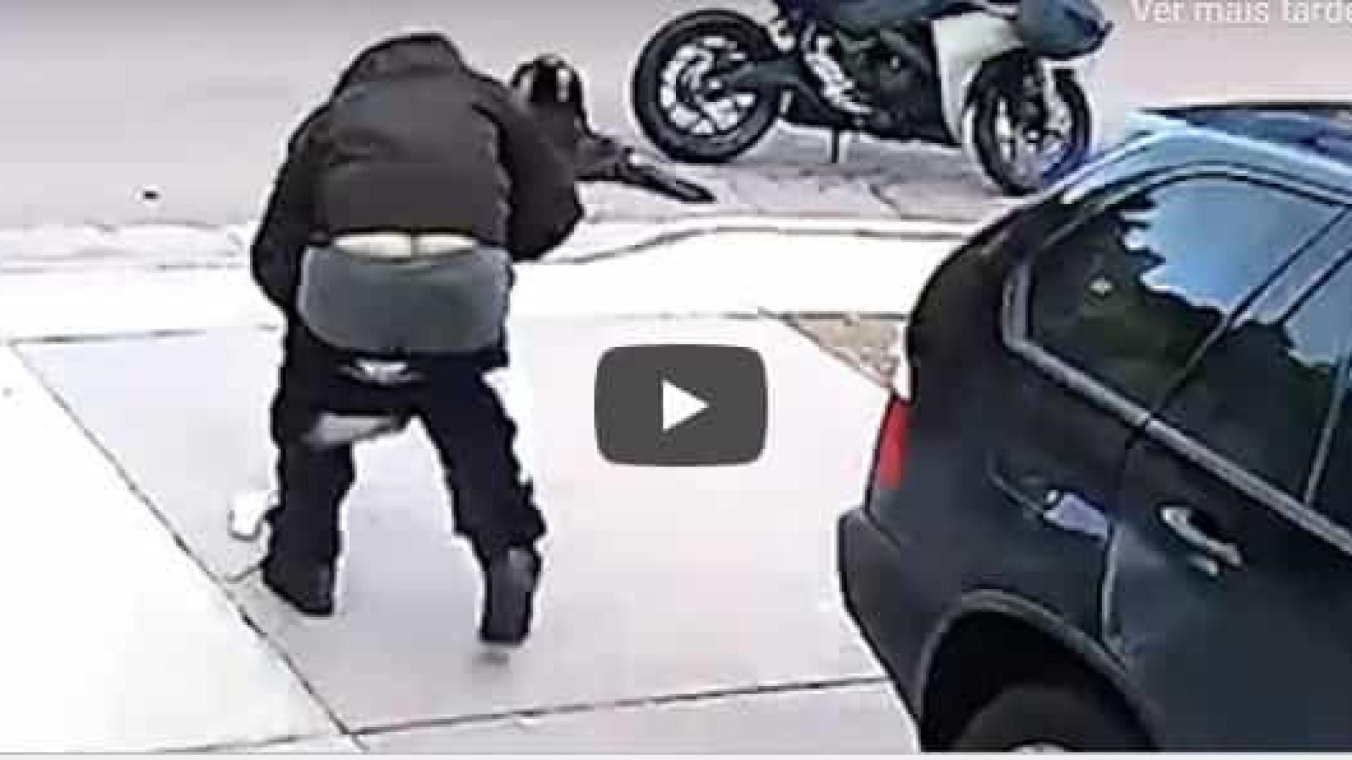 Atrapalhado, ladrão deixa cair as próprias calças durante a fuga