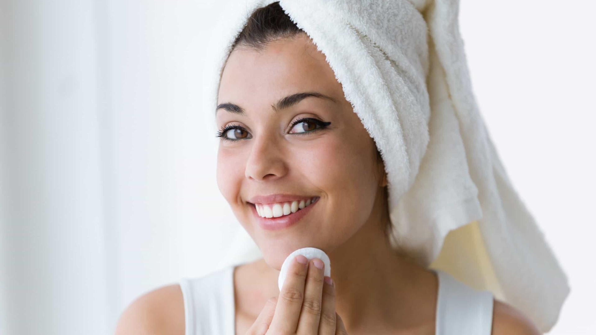 Retire a maquiagem de uma maneira simples e sem produtos químicos