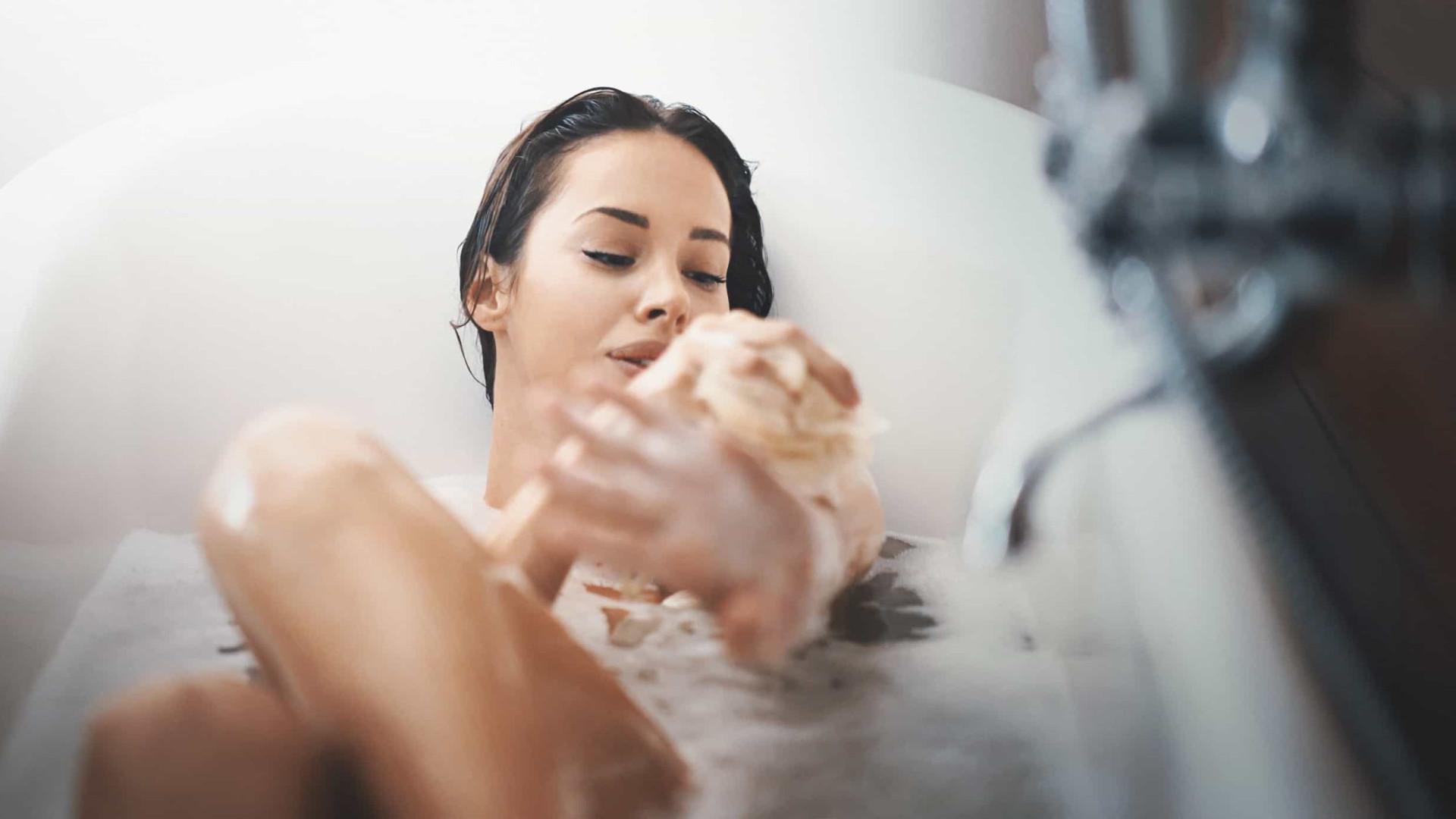 Tomar banho quente queima calorias e substitui a prática de exercício?