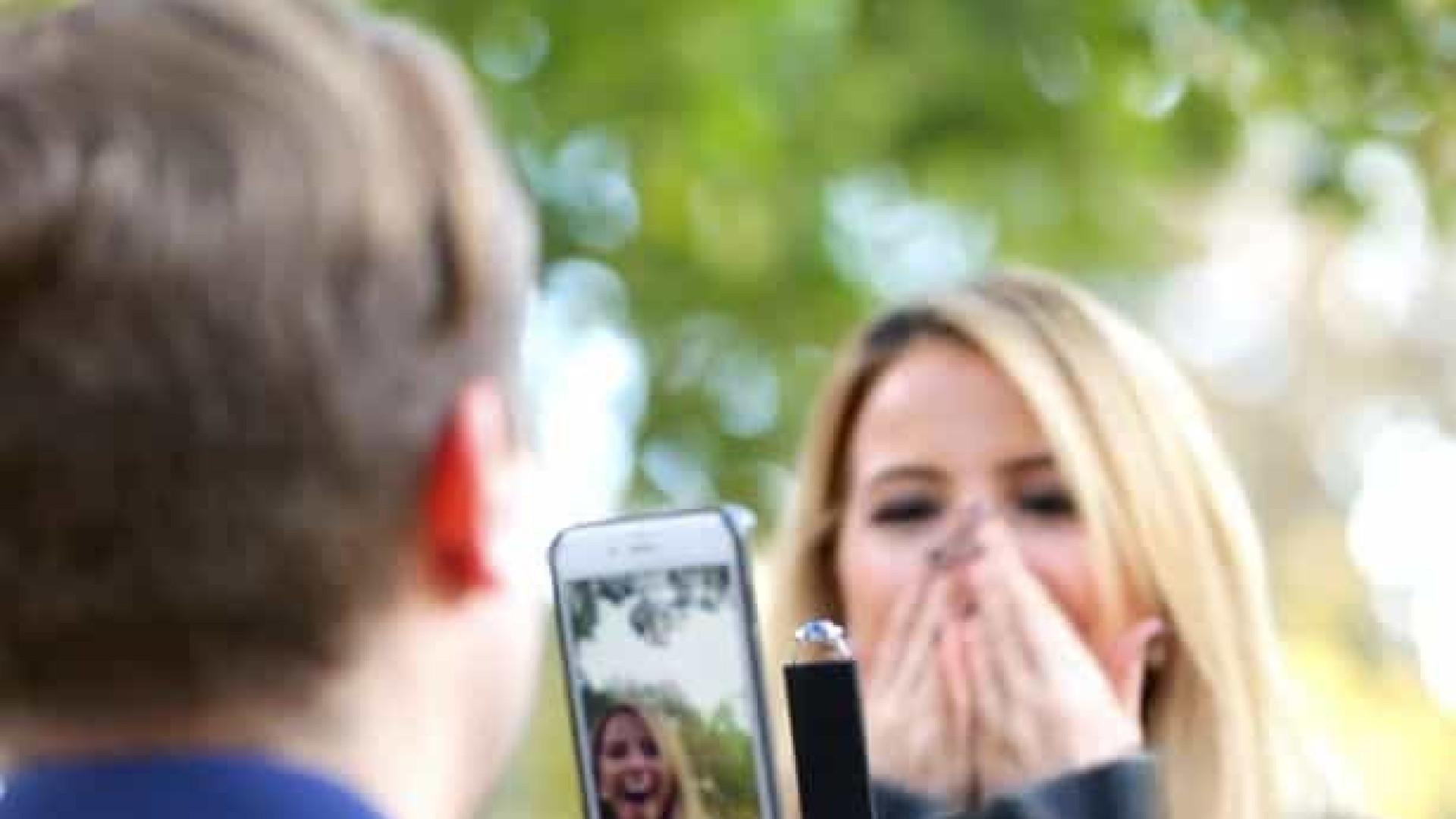 Quer filmar o pedido de casamento? Esta invenção vai ser útil
