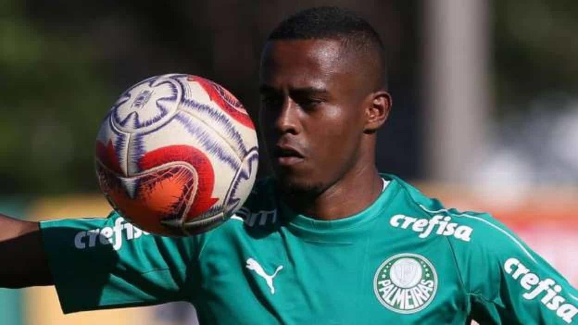 Palmeiras encaminha empréstimo de Carlos Eduardo ao Athletico