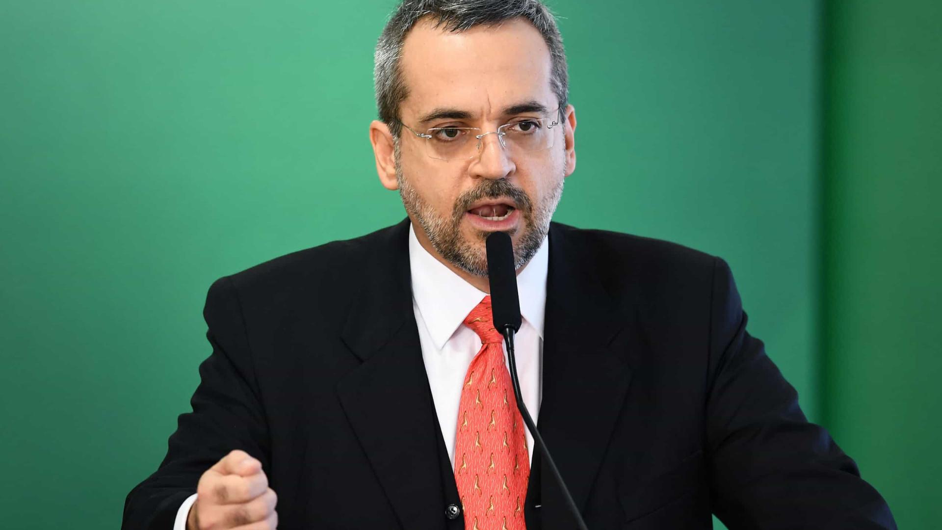 Ministro da Educação ridicularizado por erros ortográficos