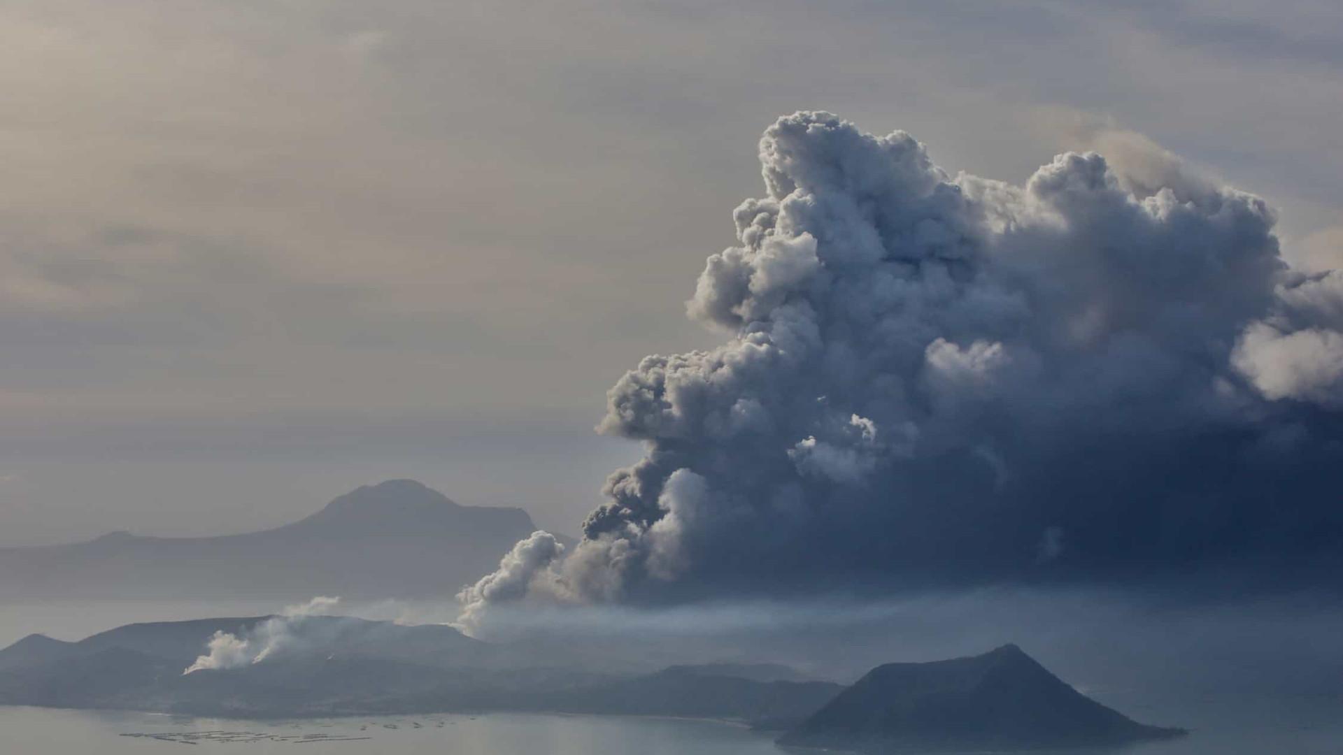 Vulcão nas Filipinas: milhares de pessoas são retiradas do local