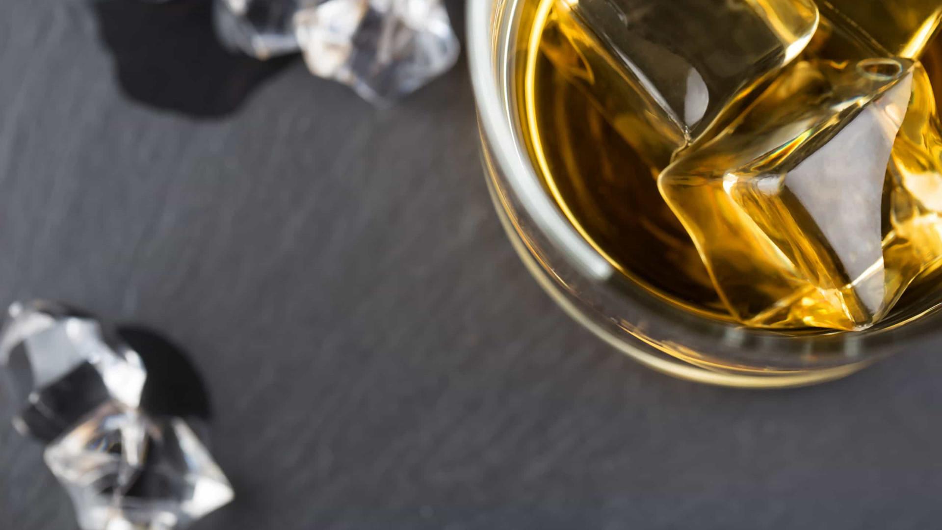 Beber whiskey moderadamente traz benefícios para a saúde