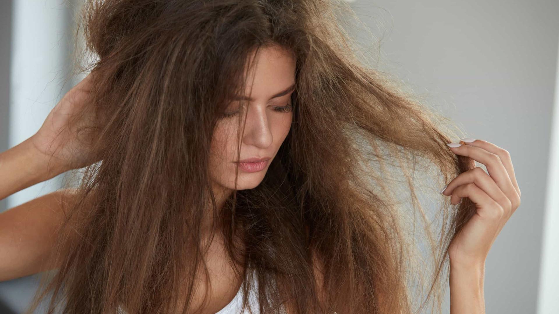 Três atitudes que estão estragando o seu cabelo