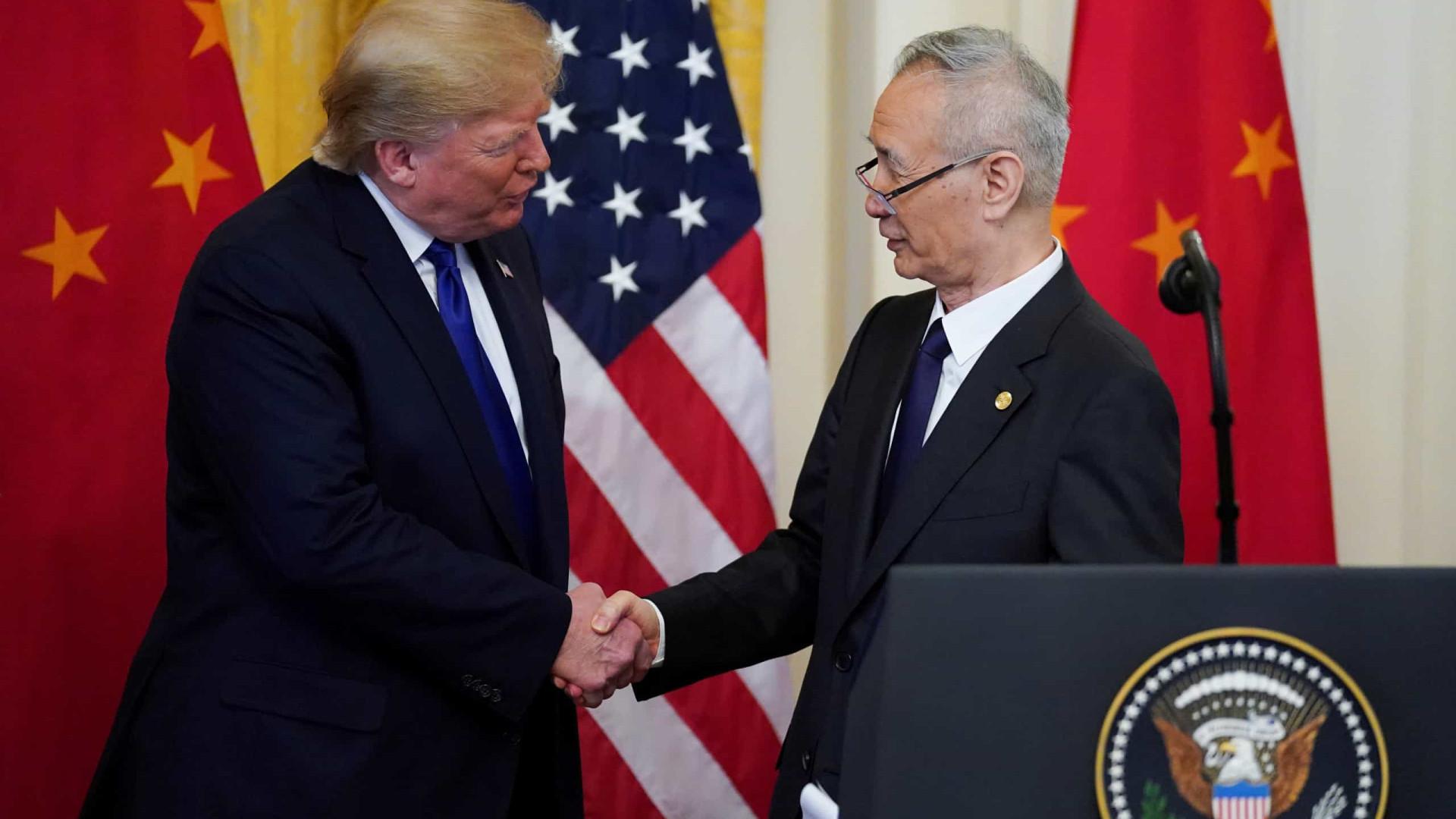 EUA e China assinam acordo que pode pôr fim à guerra comercial
